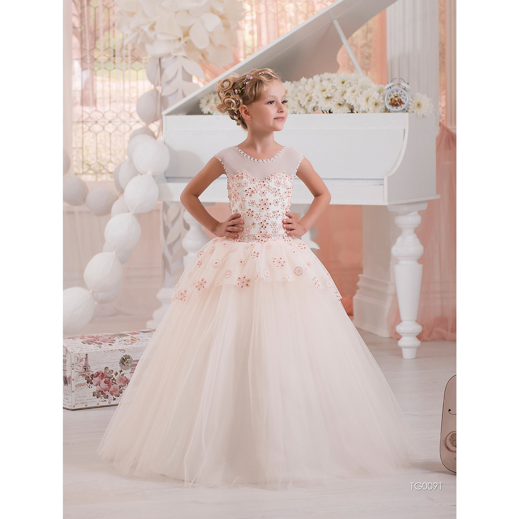 Платье нарядное ПрестижОдежда<br>Платье для девочки Престиж.<br><br>Характеристики:<br><br>• пышный силуэт<br>• без рукавов<br>• корсет<br>• состав: 100% полиэстер<br>• цвет: молочный<br><br>Платье для девочки Престиж имеет пышный силуэт. Светлый лиф платья с дополнением из кружева приятно сочетается с пышной юбкой и бантом-поясом. В этом платье девочка всегда будет в центре внимания!<br><br>Платье регулируется шнуровкой сзади, от талии до верха спинки. Шнуровка в комплекте.<br>Платье подходит для занятий бальными танцами.<br><br>Вы можете приобрести платье для девочки Престиж в нашем интернет-магазине.<br><br>Ширина мм: 236<br>Глубина мм: 16<br>Высота мм: 184<br>Вес г: 177<br>Цвет: молочный<br>Возраст от месяцев: 108<br>Возраст до месяцев: 120<br>Пол: Женский<br>Возраст: Детский<br>Размер: 128,122<br>SKU: 5158420