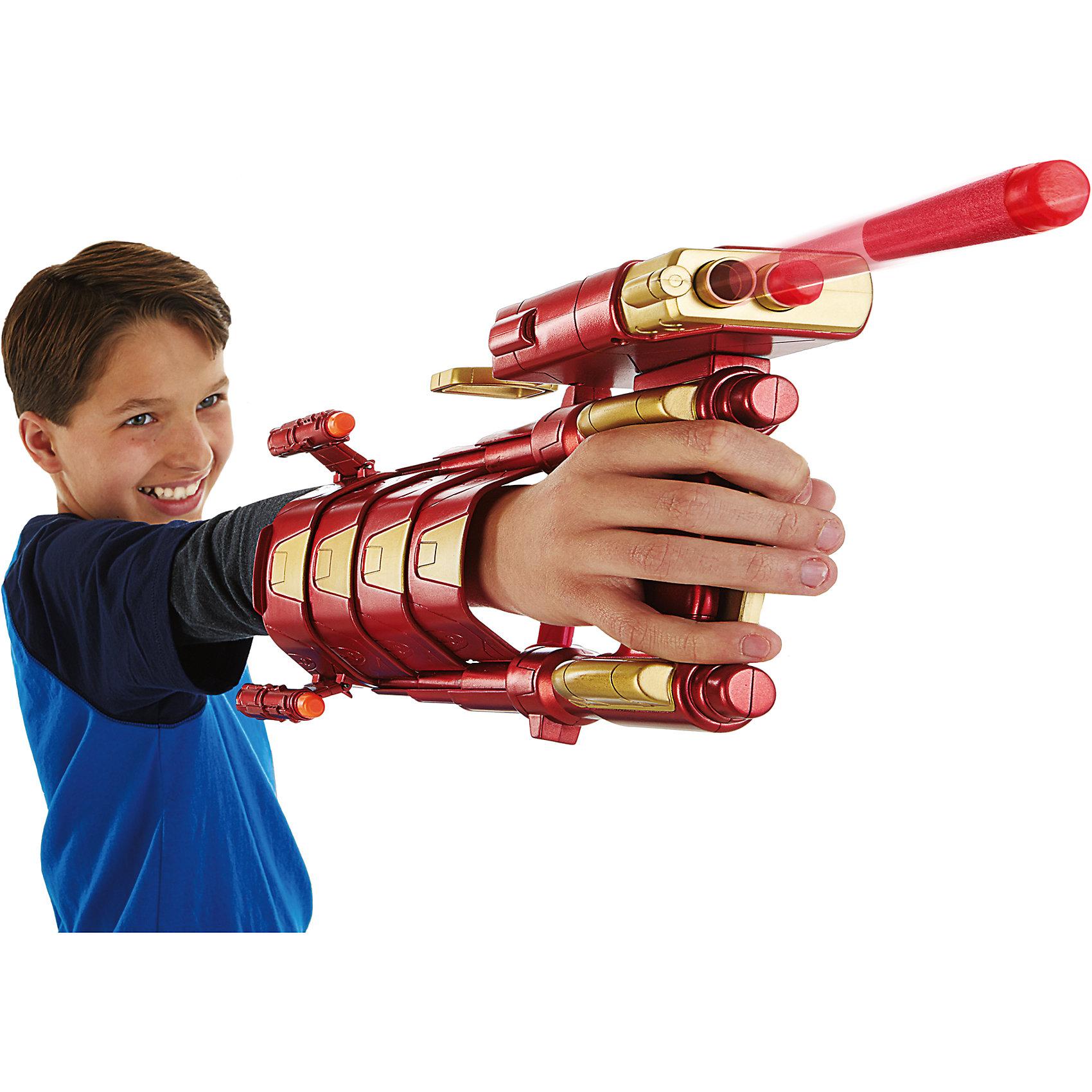 Боевая броня Железного Человека, Мстители, HasbroБластеры, пистолеты и прочее<br>Характеристики:<br><br>• возраст: от 6 лет;<br>• материал: пластик;<br>• размер упаковки: 31,8х21,6х8,3 см;<br>• вес упаковки: 475 гр.;<br>• страна производитель: Китай.<br><br>Игрушка «Боевая броня Железного человека» Мстители Hasbro создана по мотивам известного фильма «Мстители» и представляет собой броню одного из известных супергероев Железного человека. С ней мальчишки смогут почувствовать себя настоящими супергероями.<br><br>Броня выполнена в классическом для костюмов Тони Старка красном цвете. Он одевается на руку и стреляет снарядами Nerf. На ручке располагаются спусковые крючки. Игрушка выполнена из качественного безопасного пластика.<br><br>Игрушку «Боевая броня Железного человека» Мстители Hasbro можно приобрести в нашем интернет-магазине.<br><br>Ширина мм: 317<br>Глубина мм: 218<br>Высота мм: 86<br>Вес г: 478<br>Возраст от месяцев: 72<br>Возраст до месяцев: 2147483647<br>Пол: Мужской<br>Возраст: Детский<br>SKU: 5160416