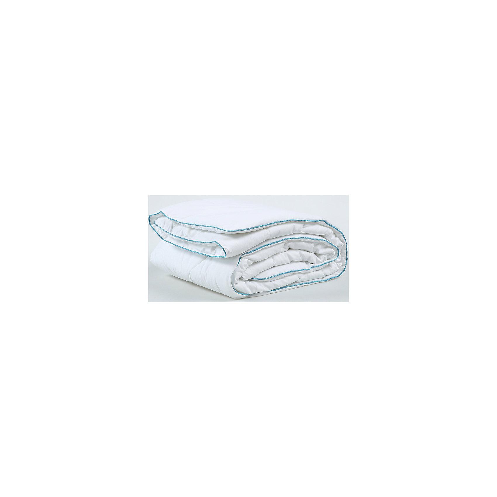Одеяло 172*205 Белый лебедь Classic, Mona LizaХарактеристики:<br><br>• Вид домашнего текстиля: одеяло<br>• Серия: Mona Liza Classic<br>• Сезон: зима<br>• Материал чехла: бязь <br>• Наполнитель: 100% полиэстер (силиконизированное полотно)<br>• Цвет: молочный<br>• Размеры (Д*Ш): 172*205 см <br>• Тип упаковки: полиэтиленовая сумка с ручками<br>• Вес в упаковке: 1 кг 700 г<br>• Особенности ухода: машинная стирка при температуре 30 градусов<br><br>Одеяло 172*205 Белый лебедь Classic, Mona Liza изготовлено под отечественным торговым брендом, выпускающим постельные принадлежности из натуральных тканей. Одеяло выполнено из 100 % бязи, отличающейся высокими характеристиками не только прочности самого полотна, но и устойчивости окраски, которая выполняется по особой технологии. В качестве наполнителя использовано силиконизированное волокно, которое полностью гипоаллергенно, длительное время хорошо держит форму. Плотность наполнителя одеяла составляет 200 г/м2, что делает его особенно теплым, но при этом легким по весу. <br>Одеяло 172*205 Белый лебедь Classic, Mona Liza – домашний текстиль, соответствующий международным стандартам качества и безопасности!<br><br>Одеяло 172*205 Белый лебедь Classic, Mona Liza можно купить в нашем интернет-магазине.<br><br>Ширина мм: 540<br>Глубина мм: 220<br>Высота мм: 460<br>Вес г: 1600<br>Возраст от месяцев: 84<br>Возраст до месяцев: 216<br>Пол: Унисекс<br>Возраст: Детский<br>SKU: 5165693