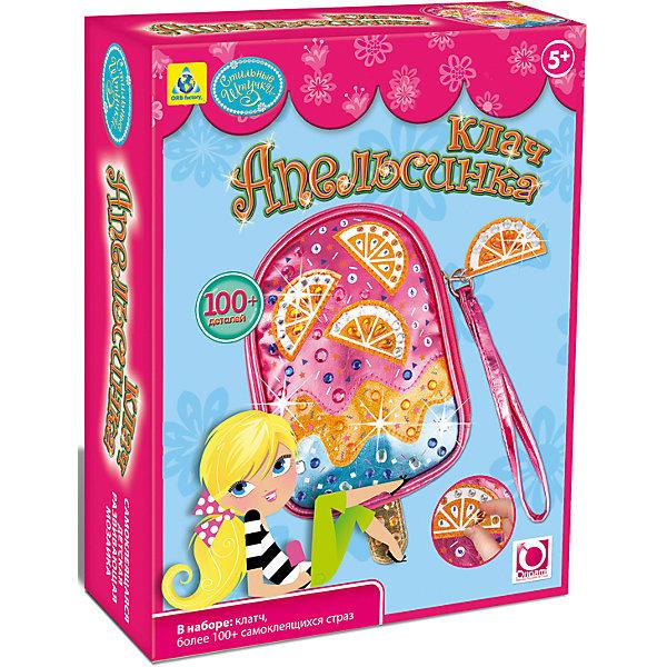Мозаика-клатч АпельсинкаМозаика детская<br>Произведите впечатление на окружающих вместе со своим ослепительным клатчем! Следуйте нумерации и приклейте декоративные элементы к клатчу «Апельсинка», который имеет необычную форму мороженого на палочке! Наденьте ленточку на запястье и этот модный аксессуар дополнит любой наряд! В наборе: • 1 клатч «Апельсинка» • 100+ сверкающих страз Дизайн моделей разработан в США.5+<br>Ширина мм: 178; Глубина мм: 64; Высота мм: 229; Вес г: 151; Возраст от месяцев: 60; Возраст до месяцев: 96; Пол: Женский; Возраст: Детский; SKU: 5165751;