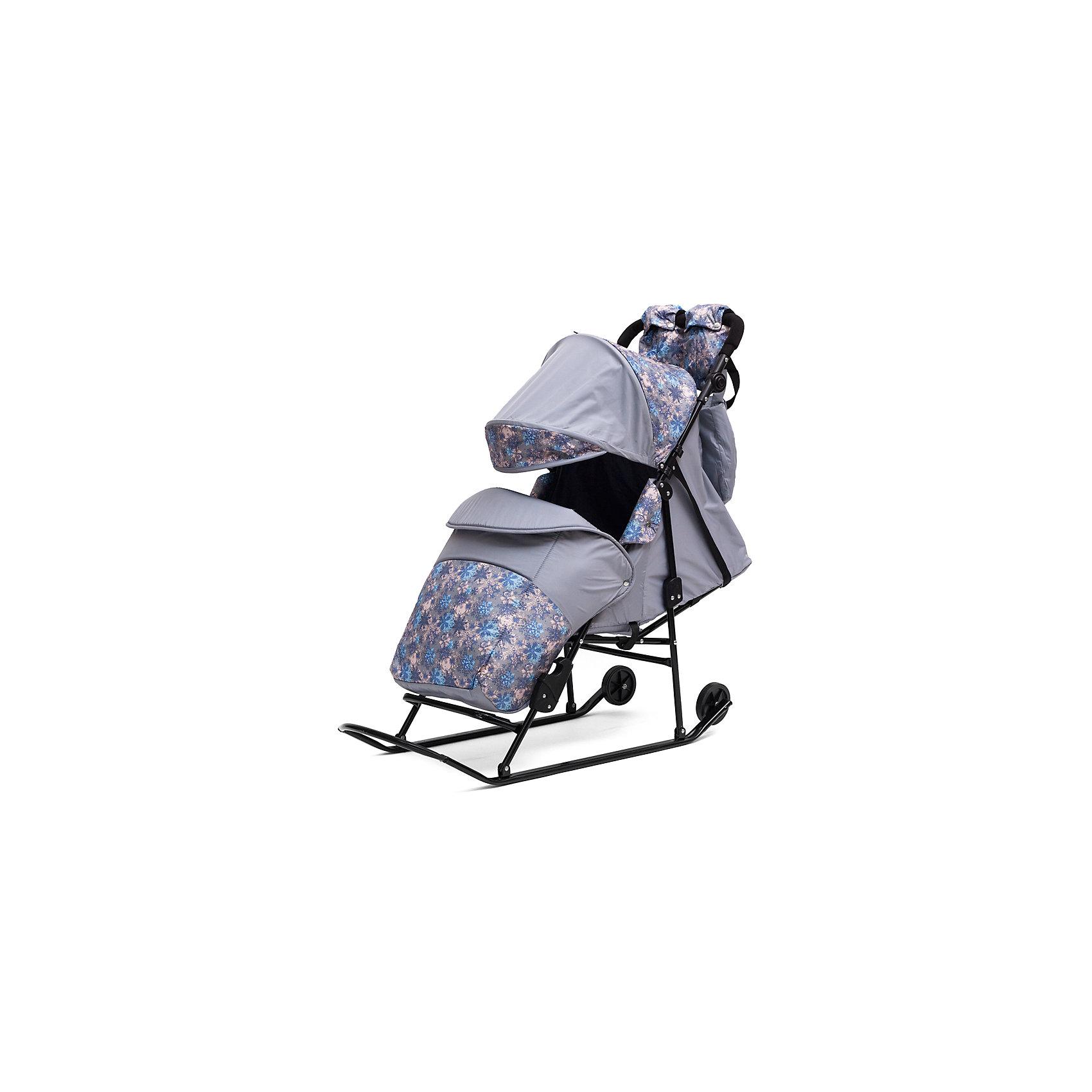 Санки-коляска ABC Academy Зимняя сказка 2В Авто, черная рама, серый/СнежинкиС колесиками<br>Характеристики:<br><br>• Наименование: санки-коляска<br>• Сезон: зима<br>• Пол: универсальный<br>• Материал: металл, пластик, текстиль<br>• Цвет: серый, черный<br>• Предусмотрено 5 положений спинки<br>• Регулируемая подставка для ног<br>• Наличие 2-х колесиков увеличенного диаметра<br>• Сумка в комплекте<br>• Наличие ремней безопасности<br>• Максимально допустимый вес: 25 кг<br>• Дополнительно: муфта для мамы и сумка для детских принадлежностей<br>• Размеры (Д*Ш*В): 70*34*100 см<br>• Вес: 9 кг<br><br>Санки-коляска Зимняя сказка 2В Авто, черная рама, ABC Academy, серый/Снежинки от отечественного производителя изготовлены из качественных и безопасных материалов. Конструкция санок выполнена в форме коляски для того, чтобы создать комфортные условия во время зимних прогулок для малышей. Защитный чехол на ножках, широкое сиденье, низкий козырек, непромокаемая и непродуваемая ткань – все это защитит малыша от зимней непогоды. Увеличенное по размерам посадочное место обеспечит свободу движений даже если ребенок будет в меховом конверте. Для удобства передвижения по незаснеженным участкам дороги предусмотрены два колесика на полозьях. Санки-коляска выполнены в стильном цвете я ярким принтом.<br><br>Санки-коляску Зимняя сказка 2В Авто, черная рама, ABC Academy, серый/Снежинки можно купить в нашем интернет-магазине.<br><br>Ширина мм: 1200<br>Глубина мм: 466<br>Высота мм: 260<br>Вес г: 9300<br>Возраст от месяцев: 12<br>Возраст до месяцев: 48<br>Пол: Унисекс<br>Возраст: Детский<br>SKU: 5168630