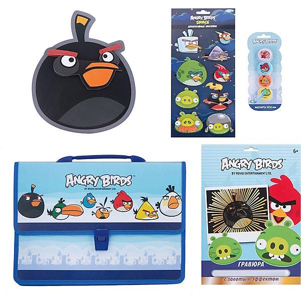 Набор для творчества Angry Birds (4 предмета)Angry Birds<br>Набор для творчества Angry Birds (4 предмета)<br><br>Характеристики:<br><br>- в набор входит: папка-портфель, гравюра, наклейки объемные, магниты <br>- состав: пластик, картон, каучук<br>- для детей в возрасте: от 5 до 12 лет<br>- страна производитель: Китай<br><br>Набор для творчества Angry Birds (Злые птички) от немецкого бренда Centrum (Центрум) придет по вкусу мальчишкам. В пластиковом портфеле с двумя отделениями помещается много вещей. Например, гравюра с героем мультфильма, которая станет очень интересным и новым занятием, контур уже имеется, нужно просто использовать штрихель из набора, чтобы соскрести черную краску и добавить цвета. Объемные наклейки украсят тетради ребенка, а набор магнитов будет отлично смотреться не только на холодильнике. Работа с таким набором ребенок развивает моторику рук, воображение, усидчивость, аккуратность и внимание. Набор станет отличным подарком любителям популярного мультсериала про птичек. <br><br>Набор для творчества Angry Birds (4 предмета) можно купить в нашем интернет-магазине.<br><br>Ширина мм: 50<br>Глубина мм: 360<br>Высота мм: 280<br>Вес г: 460<br>Возраст от месяцев: 36<br>Возраст до месяцев: 120<br>Пол: Унисекс<br>Возраст: Детский<br>SKU: 5175407