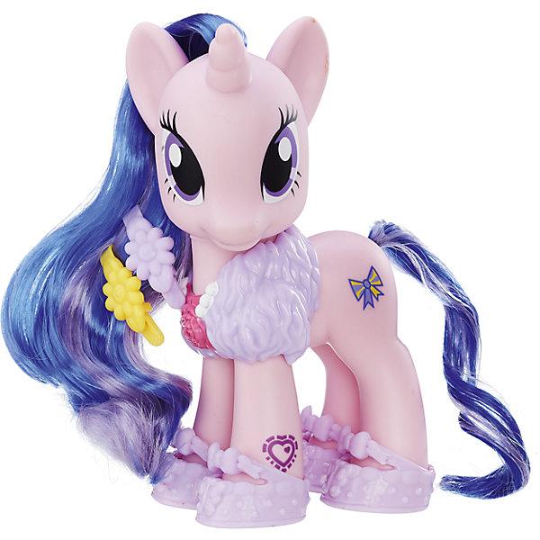 Пони-Модница, My little Pony, B8850/B5364Фигурки из мультфильмов<br>Пони-Модница, My little Pony, B8850/B5364<br><br>Характеристики:<br><br>• Материал: пластик<br>• В наборе: пони Твайлайт Спаркл, аксессуары<br>• Цвет: белый<br>• Высота пони: 18см<br>• Требуются батарейки: 3 x LR44<br><br>Пони Твайлайт Спаркл – подарит ребенку возможность играть с любимой героиней популярного мультфильма. В комплекте к пони идут наклейки, которыми ребенок сможет украсить свою игрушку. Дополнительные аксессуары для волос и шеи Твайлайт Спаркл дадут малышу сыграть роль модельера. Гриву пони можно расчесать с помощью гребешка.<br><br>Пони-Модница, My little Pony, B8850/B5364 можно купить в нашем интернет-магазине.<br><br>Ширина мм: 185<br>Глубина мм: 185<br>Высота мм: 210<br>Вес г: 320<br>Возраст от месяцев: 36<br>Возраст до месяцев: 144<br>Пол: Женский<br>Возраст: Детский<br>SKU: 5177819