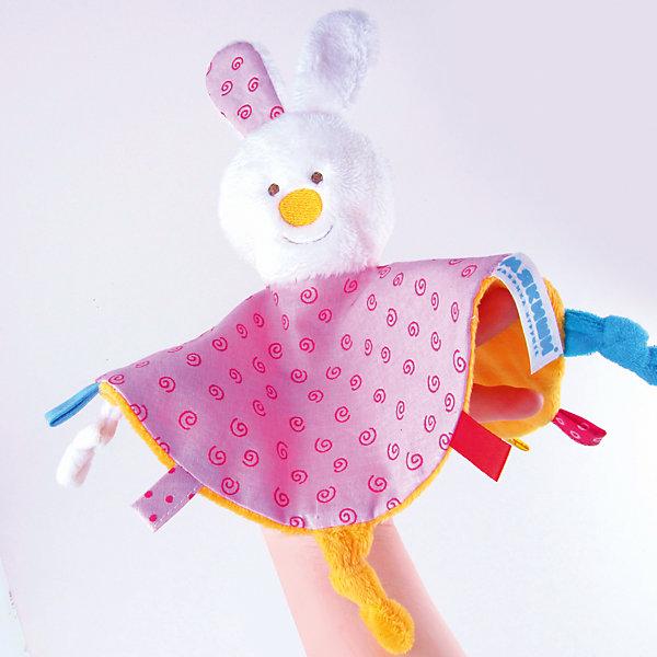 Платочек Зайка, МякишиМягкие игрушки на руку<br>Характеристики товара:<br><br>• материал: разнофактурный текстиль, поролон<br>• комплектация: 1 шт<br>• размер игрушки: 35х2х39 см<br>• петельки<br>• прорезыватель<br>• развивающая игрушка<br>• упаковка: картон<br>• страна бренда: РФ<br>• страна изготовитель: РФ<br><br>Малыши активно познают мир и тянутся к новой информации. Чтобы сделать процесс изучения окружающего пространства интереснее, ребенку можно подарить развивающие игрушки. В процессе игры информация усваивается намного лучше!<br>Такие игрушки помогут занять малыша, играть ими приятно и весело. Одновременно они позволят познакомиться со многими цветами, фактурами, а также научиться завязывать петли. Подобные игрушки развивают тактильные ощущения, моторику, цветовосприятие, логику, воображение, учат фокусировать внимание. Каждое изделие абсолютно безопасно – оно создано из качественной ткани с мягким наполнителем. Игрушки производятся из качественных и проверенных материалов, которые безопасны для детей.<br><br>Платочек Зайка от бренда Мякиши можно купить в нашем интернет-магазине.<br><br>Ширина мм: 210<br>Глубина мм: 20<br>Высота мм: 210<br>Вес г: 140<br>Возраст от месяцев: 12<br>Возраст до месяцев: 36<br>Пол: Женский<br>Возраст: Детский<br>SKU: 5183219
