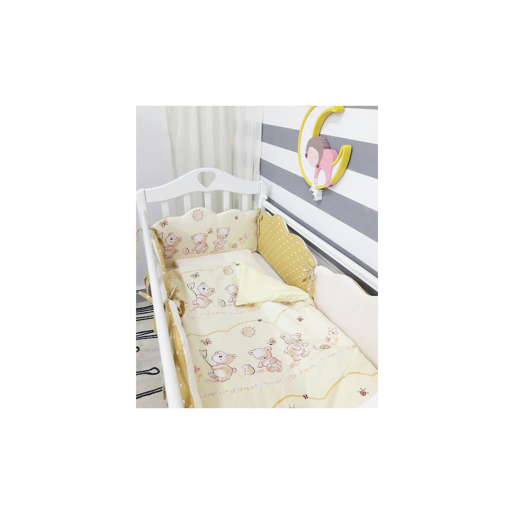 Постельное белье Облака 6 пред., byTwinz, бежевыйПостельное бельё<br>Красивый и стильный комплект постельного белья для Вашего ребенка. <br><br>В комплект входит 6 предметов: <br>бортики-облачка на завязках со сьемными наволочками 6 штук размером 60х45 см<br>простынь на резинке 125х65 см<br>наволочка 36х46 см<br>подушка 35х45см<br>пододеяльник 105х145 см<br>одеяло 100х140 см<br><br>Комплект выполнен их 100% хлопка, сатин<br>Наполнитель - холофайбер, экологически чистое, гиппоаллергенное волокно.<br><br>Ширина мм: 580<br>Глубина мм: 580<br>Высота мм: 180<br>Вес г: 3000<br>Возраст от месяцев: 0<br>Возраст до месяцев: 36<br>Пол: Унисекс<br>Возраст: Детский<br>SKU: 5197366