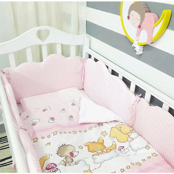 Постельное белье Облака 6 пред., byTwinz, розовыйПостельное белье в кроватку новорождённого<br>Красивый и стильный комплект постельного белья для Вашего ребенка. <br><br>В комплект входит 6 предметов: <br>бортики-облачка на завязках со сьемными наволочками 6 штук размером 60х45 см<br>простынь на резинке 125х65 см<br>наволочка 36х46 см<br>подушка 35х45см<br>пододеяльник 105х145 см<br>одеяло 100х140 см<br><br>Комплект выполнен их 100% хлопка, сатин<br>Наполнитель - холофайбер, экологически чистое, гиппоаллергенное волокно.<br><br>Ширина мм: 580<br>Глубина мм: 580<br>Высота мм: 180<br>Вес г: 3000<br>Возраст от месяцев: 0<br>Возраст до месяцев: 36<br>Пол: Унисекс<br>Возраст: Детский<br>SKU: 5197367
