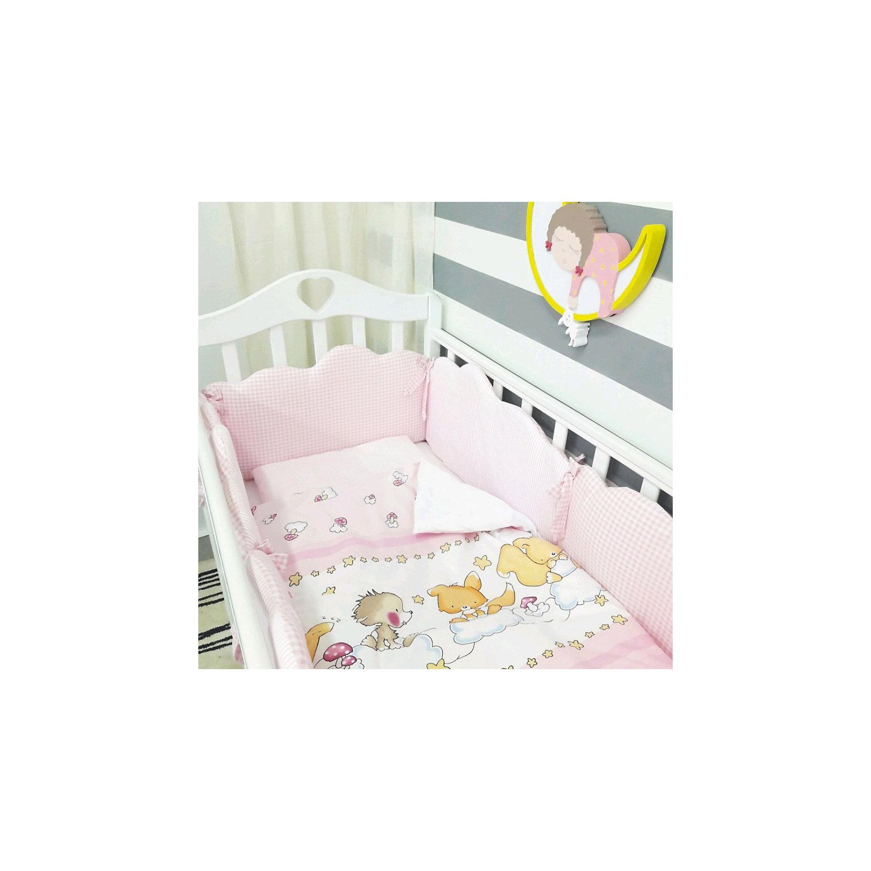 Постельное белье Облака 6 пред., byTwinz, розовыйКрасивый и стильный комплект постельного белья для Вашего ребенка. <br><br>В комплект входит 6 предметов: <br>бортики-облачка на завязках со сьемными наволочками 6 штук размером 60х45 см<br>простынь на резинке 125х65 см<br>наволочка 36х46 см<br>подушка 35х45см<br>пододеяльник 105х145 см<br>одеяло 100х140 см<br><br>Комплект выполнен их 100% хлопка, сатин<br>Наполнитель - холофайбер, экологически чистое, гиппоаллергенное волокно.<br><br>Ширина мм: 580<br>Глубина мм: 580<br>Высота мм: 180<br>Вес г: 3000<br>Возраст от месяцев: 0<br>Возраст до месяцев: 36<br>Пол: Унисекс<br>Возраст: Детский<br>SKU: 5197367