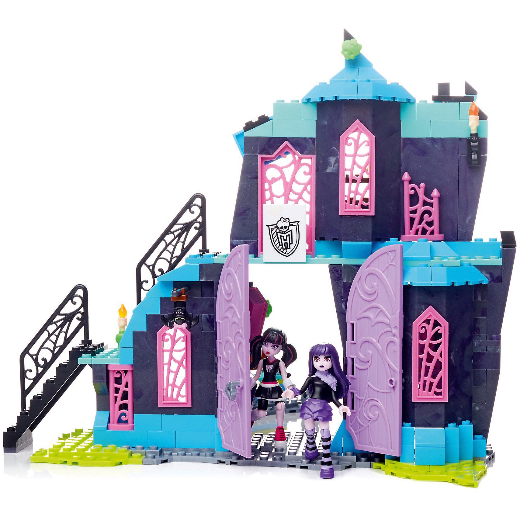 Monster High: Игровой набор Кабинеты Школы монстров, MEGA BLOKSХарактеристики:<br><br>• Вид игр: конструирование, сюжетно-ролевые игры<br>• Пол: для девочек<br>• Серия: Monster High<br>• Материал: пластик, металл<br>• Цвет: розовый, золотистый, голубой, серебристый, коричневый<br>• Комплектация: фигурки Дракулауры, Эллизабет, директриса Бладгуд, аксессуары<br>• Количество деталей: 337 шт.<br>• В конструкторе предусмотрены разнообразные открывающиеся и вращающиеся детали <br>• Батарейки: 3 шт. типа LR 44 (в комплекте предусмотрены демонстрационные)<br>• Размеры (Д*Ш*В): 41*30*7 см<br>• Вес: 985 г <br>• Упаковка: картонная коробка <br><br>Monster High: Игровой набор Кабинеты Школы монстров, MEGA BLOKS – это конструктор серии Monster High от Mattel. Детали конструктора выполнены из качественного и безопасного пластика, устойчивого к механическим повреждениям. Все элементы окрашены нетоксичными красками. Конструктор состоит из 337 деталей, из которых собираются помещения школы из 2-х этажей и 4-х зон. Такой набор позволит поклоннице знаменитого мультсериала воспроизвести любимые сюжеты или придумать свою историю.<br>Сюжетно-ролевые игры с конструктором серии Monster High позволят развивать воображение, образное и пространственное мышление, а конструирование – мелкую моторику рук, научит вашего ребенка быть внимательным и терпеливым при сборке деталей.<br>Конструктор Monster High: Игровой набор Кабинеты Школы монстров, MEGA BLOKS совместим с другими наборами данной серии. <br><br>Monster High: Игровой набор Кабинеты Школы монстров, MEGA BLOKS можно купить в нашем интернет-магазине.<br><br>Ширина мм: 290<br>Глубина мм: 405<br>Высота мм: 55<br>Вес г: 670<br>Возраст от месяцев: 96<br>Возраст до месяцев: 168<br>Пол: Женский<br>Возраст: Детский<br>SKU: 5200247