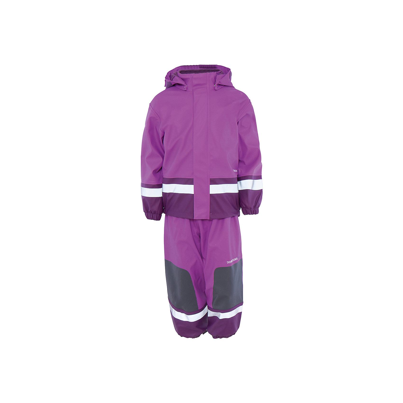 Непромокаемый комплект Boardman: куртка и брюки для девочки DIDRIKSONSВерхняя одежда<br>Характеристики товара:<br><br>• цвет: фиолетовый<br>• материал: 100% полиуретан, подкладка - 100% полиэстер<br>• утеплитель: 60 г/м<br>• температура: от 0° до +7 ° С<br>• непромокаемая ткань<br>• подкладка из флиса<br>• проклеенные швы<br>• регулируемый съемный капюшон<br>• регулируемый пояс брюк<br>• фронтальная молния под планкой<br>• светоотражающие детали<br>• зона коленей усилена дополнительным слоем ткани<br>• грязь легко удаляется с помощью влажной губки или ткани<br>• резинки для ботинок<br>• страна бренда: Швеция<br>• страна производства: Китай<br><br>Такой непромокаемый костюм понадобится в холодную и сырую погоду! Он не только стильный, но еще и очень комфортный. Костюм обеспечит ребенку удобство при прогулках и активном отдыхе в межсезонье или оттепель. Такая модель от шведского производителя легко чистится, она оснащена разными полезными деталями.<br>Материал костюма - непромокаемый, швы дополнительно проклеены. Очень стильная и удобная модель! Изделие качественно выполнено, сделано из безопасных для детей материалов. <br><br>Комплект: куртку и брюки для девочки от бренда DIDRIKSONS можно купить в нашем интернет-магазине.<br><br>Ширина мм: 356<br>Глубина мм: 10<br>Высота мм: 245<br>Вес г: 519<br>Цвет: лиловый<br>Возраст от месяцев: 96<br>Возраст до месяцев: 108<br>Пол: Женский<br>Возраст: Детский<br>Размер: 130,110,100,90,80,70,120<br>SKU: 5212636