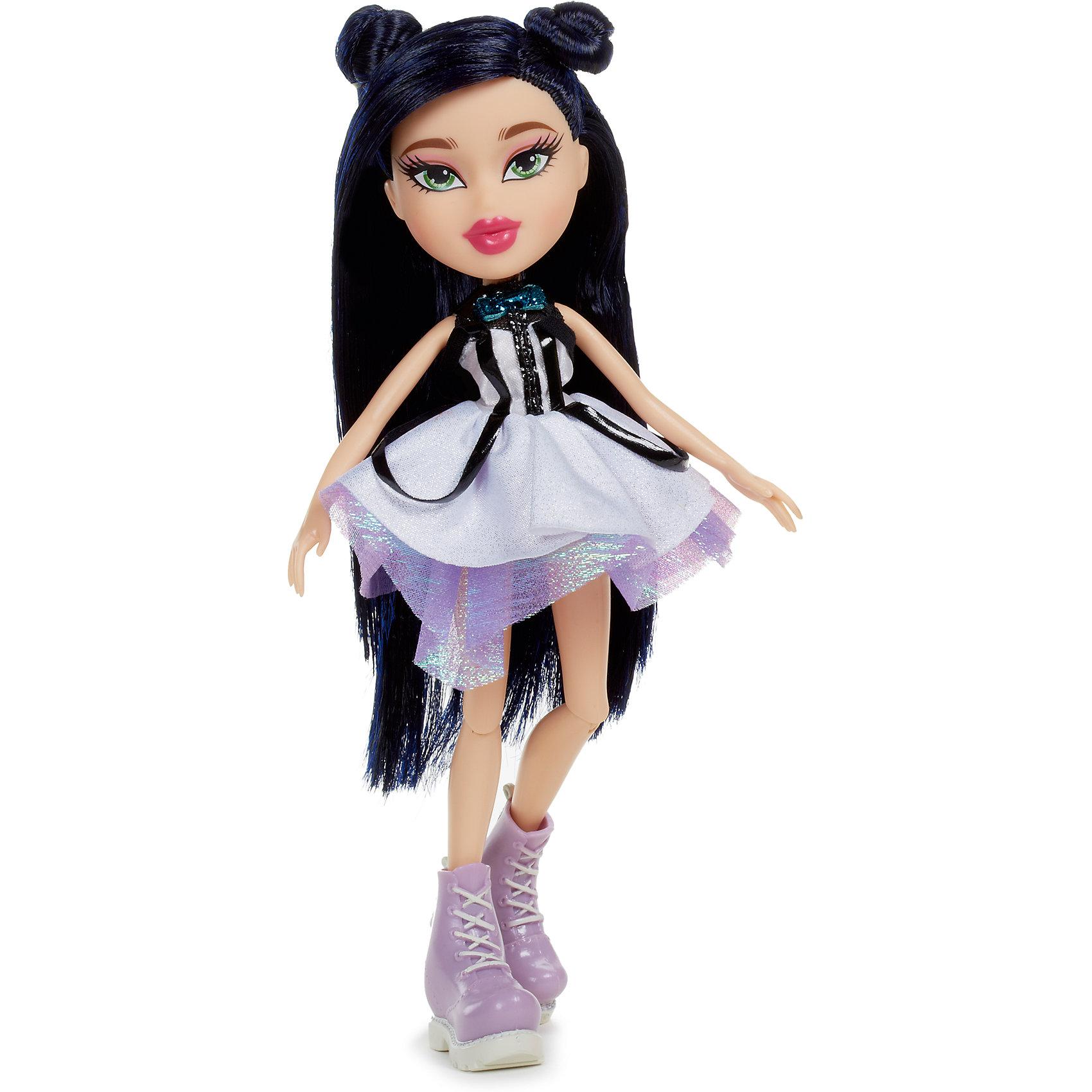 Базовая кукла Джейд, Вечеринка, BratzКуклы-модели<br>Характеристики товара:<br><br>• высота : 29 см<br>• размер упаковки: 25х6х30 см<br>• материал: пластик, текстиль<br>• комплект: кукла, джинсы, куртка, серьги, сумочка, бусы, кошелек<br>• возраст: от пяти лет<br>• подвижные руки, ноги сгибаются в коленях<br>• страна бренда: США<br>• страна производства: Китай<br><br>Кукла Bratz - желанный подарок для современной девочки, они просто обожают эти игрушки. Кукла очень качественно выполнена, благодаря подвижным деталям с ней можно придумать множество игр! В наборе к ней идут стильные аксессуары - благодаря им девочка будет учиться хорошо одеваться.<br>Игра с куклами помогает девочкам развивать важные социальные навыки и способности, она активизирует мышление, формирует умение заботиться о других, логику, мелкую моторику и воображение, помогает проработать сценарии взаимодействия с людьми. Изделие производится из качественных сертифицированных материалов, безопасных даже для самых маленьких.<br><br>Базовую куклу Джейд, Вечеринка, от бренда Bratz можно купить в нашем интернет-магазине.<br><br>Ширина мм: 260<br>Глубина мм: 310<br>Высота мм: 70<br>Вес г: 493<br>Возраст от месяцев: 36<br>Возраст до месяцев: 2147483647<br>Пол: Женский<br>Возраст: Детский<br>SKU: 5224459