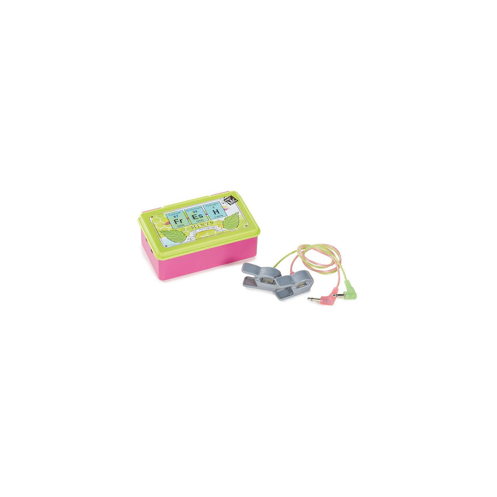 Детектор лжи, Project MС2Сюжетно-ролевые игры<br>Характеристики товара:<br><br>• размер упаковки: 21х26 x 4 см<br>• материал: пластик<br>• комплектация: детектор лжи, 2 электрода<br>• световые и звуковые эффекты.<br>• батарейки: 2хAA/LR6 1.5V (пальчиковые)<br>• возраст: от шести лет<br>• страна бренда: США<br>• страна производства: Китай<br><br>Набор для определения правды, выглядящий почти как настоящий, - желанный подарок для ребенка! Комплект очень качественно выполнен, отлично детализирован, благодаря функциональности предметов в наборе с ним можно придумать множество игр! С таким комплектом девочка сможет весело и с пользой провести время! Детектор лжи оснащен звуковыми и световыми эффектами, он реагирует на увлажнение пальцев, но также можно незаметно нажимать кнопки Правда и Ложь!<br>Подобные игры помогают детям развивать важные социальные навыки и способности, они активизируют мышление, логику, развивают мелкую моторику и воображение, помогает проработать сценарии взаимодействия с людьми. Изделие производится из качественных сертифицированных материалов, безопасных даже для самых маленьких.<br><br>Детектор лжи от бренда Project MС2 можно купить в нашем интернет-магазине.<br><br>Ширина мм: 210<br>Глубина мм: 260<br>Высота мм: 40<br>Вес г: 363<br>Возраст от месяцев: 36<br>Возраст до месяцев: 2147483647<br>Пол: Женский<br>Возраст: Детский<br>SKU: 5224461
