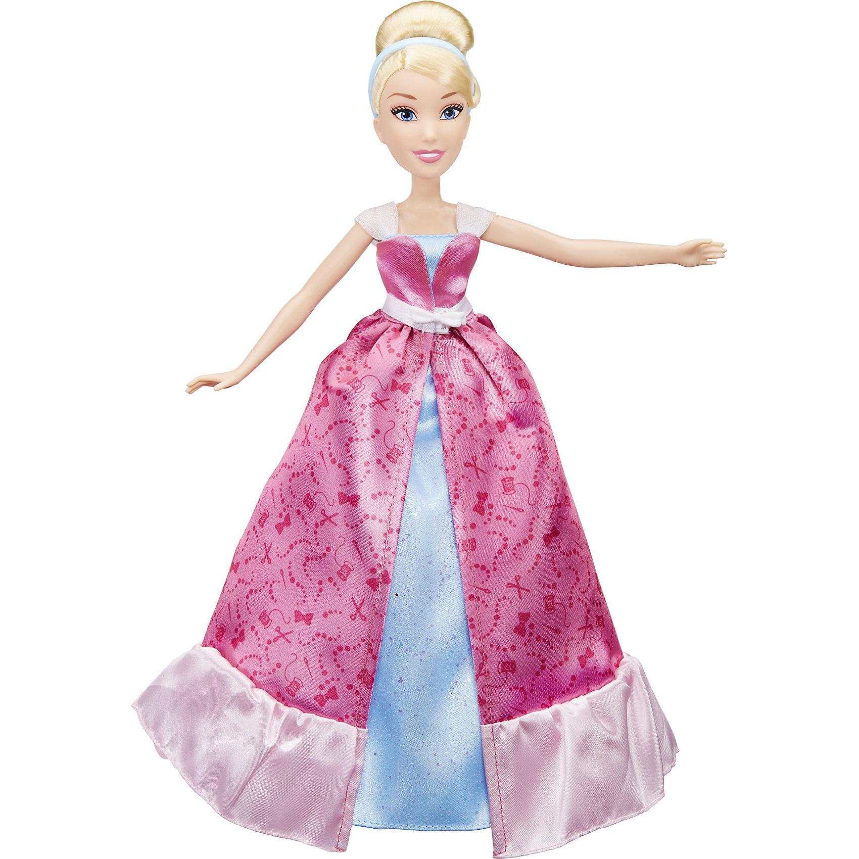 Модная кукла Золушка в роскошном платье-трансформере, Принцессы ДиснейИгрушки<br>Модная кукла Золушка в роскошном платье-трансформере, Принцессы Дисней<br><br>Характеристики:<br><br>- в набор входит: кукла, двойное платье <br>- состав: пластик, текстиль<br>- для детей в возрасте: от 3 до 10 лет<br>- Страна производитель: Китай<br><br>Прекрасная принцесса Золушка известна по мультфильмам компании Дисней. Эта кукла изготовлена по лицензии правообладателя известным американским производителем товаров для детей Hasbro (Хасбро). Кукла с большими и выразительными глазами и белоснежной улыбкой выглядит просто великолепно. Ее пышные пшеничные волосы прошиты по всей голове и уложены в элегантную прическу. Она одета в розовое платье с рисунками ножниц, ниток и бусин-пуговичек, платье украшено белым поясом с бантиком. Если снять верхнюю часть платья, то Золушка предстанет в ее бальном наряде небесно-голубого цвета. Сияющее платье ей очень идет и выглядит совсем как в мульфильме.<br><br>Кукла может поворачивать голову, расставлять в разные стороны руки и поворачивать их в плечах, также может поворачивать ногами в бедрах. Отправьтесь на встречу приключениям вместе с принцессой Золушкой. Игры с куклами развивают социальные навыки, развивают воображение и творческие способности. <br><br>Модную куклу Золушка в роскошном платье-трансформере, Принцессы Дисней можно купить в нашем интернет-магазине.<br><br>Ширина мм: 325<br>Глубина мм: 201<br>Высота мм: 65<br>Вес г: 240<br>Возраст от месяцев: 36<br>Возраст до месяцев: 84<br>Пол: Женский<br>Возраст: Детский<br>SKU: 5225702