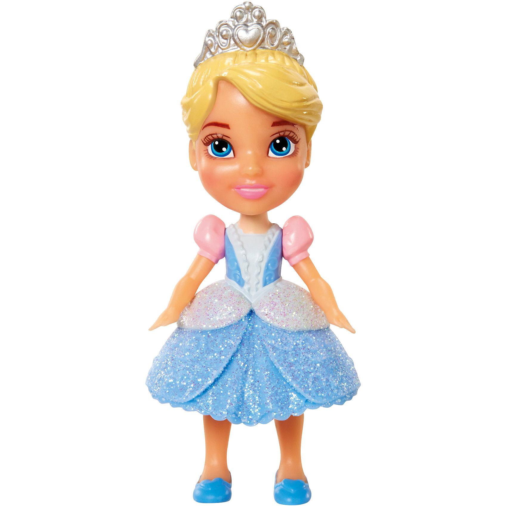 Мини-кукла Принцесса Диснея малышка - Золушка, 7.5 смХарактеристики товара:<br><br>• высота : 7,5 см<br>• размер упаковки: 11,5х5х4,5 см<br>• материал: пластик<br>• отличная детализация<br>• возраст: от трех лет<br>• комплектация: 1 кукла<br>• подвижные части тела: голова, руки и ноги<br><br>Игрушка в виде любимого героя - желанный подарок для малыша! Такая кукла сделана в виде маленькой принцессы из мультфильма Диснея - а их современные девочки просто обожают. Кукла очень качественно выполнена, благодаря подвижным деталям с ней можно придумать множество игр! Из таких кукол получится отличная коллекция!<br>Игра с куклами помогает девочкам развивать важные социальные навыки и способности, она активизирует мышление, формирует умение заботиться о других, логику, мелкую моторику и воображение, помогает проработать сценарии взаимодействия с людьми. Изделие производится из качественных сертифицированных материалов, безопасных даже для самых маленьких.<br><br>Куклу Золушка, 7,5 см, Принцессы Дисней, можно купить в нашем интернет-магазине.<br><br>Ширина мм: 50<br>Глубина мм: 110<br>Высота мм: 55<br>Вес г: 68<br>Возраст от месяцев: 36<br>Возраст до месяцев: 2147483647<br>Пол: Женский<br>Возраст: Детский<br>SKU: 5227293
