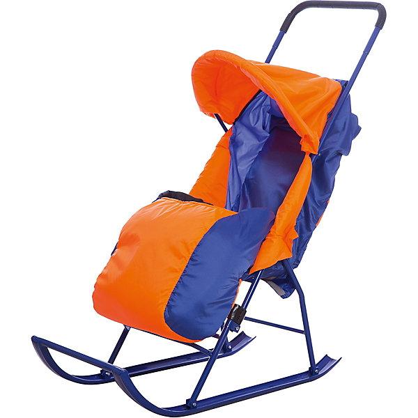 Санки-коляска Малышок 1, Galaxy, оранжевый/синийСанки-коляски<br>Санки-коляска Малышок 1, Galaxy<br><br>Характеристики:<br><br>• регулируемый угол наклона спинки: 2 положения, сидя/полулежа (45 градусов);<br>• регулируемый капюшон;<br>• 3-х точечные ремни безопасности;<br>• чехол на ножки крепится с помощью липучек;<br>• имеется небольшой карман;<br>• размер санок: 83х38х110 см;<br>• диаметр трубочек полозьев санок: 4 см;<br>• максимальная нагрузка: 50 кг;<br>• материал: металл, полиэстер;<br>• размер упаковки: 110х41х18 см;<br>• вес санок: 3 кг;<br>• вес в упаковке: 5 кг.<br><br>Санки-коляска с полозьями пригодятся для снежной зимы. Трубчатые полозья изготовлены из металла, легко скользят по снегу. Родительская ручка высоко расположена, ручка цельная, с прорезиненной нескользящей накладкой. <br><br>Регулируемая спинка санок позволяет подобрать для малыша оптимальное положение, сидя или полулежа. Капюшон и чехол на ножки защищает малыша от ветра. Чехол крепится к прогулочному блоку санок-коляски с помощью липучек. <br><br>Складная конструкция санок обеспечивает компактное хранение санок-коляски, их можно перевозить в багажнике, хранить санки на балконе или в гараже. <br><br>Санки-коляску Малышок 1, Galaxy, оранжевый/синий можно купить в нашем магазине.<br>Ширина мм: 1000; Глубина мм: 400; Высота мм: 200; Вес г: 4006; Возраст от месяцев: 24; Возраст до месяцев: 48; Пол: Мужской; Возраст: Детский; SKU: 5228975;