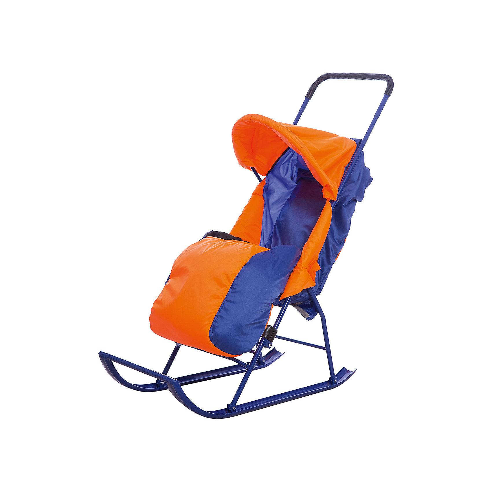 Санки-коляска Малышок 1, Galaxy, оранжевый/синийСанки-коляски<br>Санки-коляска Малышок 1, Galaxy<br><br>Характеристики:<br><br>• регулируемый угол наклона спинки: 2 положения, сидя/полулежа (45 градусов);<br>• регулируемый капюшон;<br>• 3-х точечные ремни безопасности;<br>• чехол на ножки крепится с помощью липучек;<br>• имеется небольшой карман;<br>• размер санок: 83х38х110 см;<br>• диаметр трубочек полозьев санок: 4 см;<br>• максимальная нагрузка: 50 кг;<br>• материал: металл, полиэстер;<br>• размер упаковки: 110х41х18 см;<br>• вес санок: 3 кг;<br>• вес в упаковке: 5 кг.<br><br>Санки-коляска с полозьями пригодятся для снежной зимы. Трубчатые полозья изготовлены из металла, легко скользят по снегу. Родительская ручка высоко расположена, ручка цельная, с прорезиненной нескользящей накладкой. <br><br>Регулируемая спинка санок позволяет подобрать для малыша оптимальное положение, сидя или полулежа. Капюшон и чехол на ножки защищает малыша от ветра. Чехол крепится к прогулочному блоку санок-коляски с помощью липучек. <br><br>Складная конструкция санок обеспечивает компактное хранение санок-коляски, их можно перевозить в багажнике, хранить санки на балконе или в гараже. <br><br>Санки-коляску Малышок 1, Galaxy, оранжевый/синий можно купить в нашем магазине.<br><br>Ширина мм: 1000<br>Глубина мм: 400<br>Высота мм: 200<br>Вес г: 4006<br>Возраст от месяцев: 24<br>Возраст до месяцев: 48<br>Пол: Мужской<br>Возраст: Детский<br>SKU: 5228975