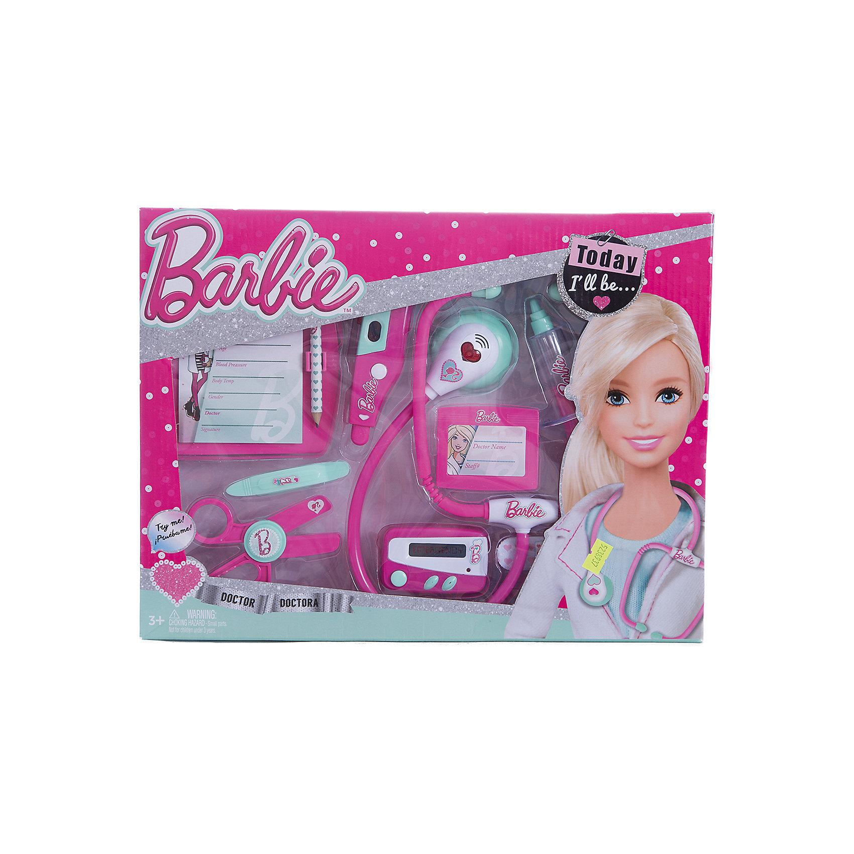 Игровой набор юного доктора средний, BarbieСюжетно-ролевые игры<br>Игровой набор юного доктора на блистере, Barbie (Барби).<br><br>Характеристика:<br><br>• Материал: пластик. <br>• Размер упаковки: 37х6х 28 см.<br>• Комплектация: стетоскоп; электронный градусник для измерения температуры; пейджер; шприц; ножницы;<br>планшет для записей с карандашом; бейдж; пластырь;<br>пинцет. <br>• Звуковые и световые эффекты. <br>• Отличная детализация. <br>• Элемент питания: для стетоскопа - 2 батарейки типа AG13 (входят в комплект); электронный градусник - 2 батарейки типа AG10 (входят в комплект); для пейджера - 2 батарейки типа AG13 (входят в комплект).<br>• Яркий привлекательный дизайн. <br><br>С этим ярким набором врача ваша девочка почувствует себя самым настоящим доктором. Все аксессуары отлично детализированы и хорошо проработаны, очень похожи на медицинские инструменты. Игрушки изготовлены из экологичного пластика, в производстве которого использованы только безопасные нетоксичные красители.<br><br>Игровой набор юного доктора на блистере, Barbie (Барби), можно купить в нашем интернет-магазине.<br><br>Ширина мм: 370<br>Глубина мм: 280<br>Высота мм: 600<br>Вес г: 565<br>Возраст от месяцев: 36<br>Возраст до месяцев: 2147483647<br>Пол: Женский<br>Возраст: Детский<br>SKU: 5238937