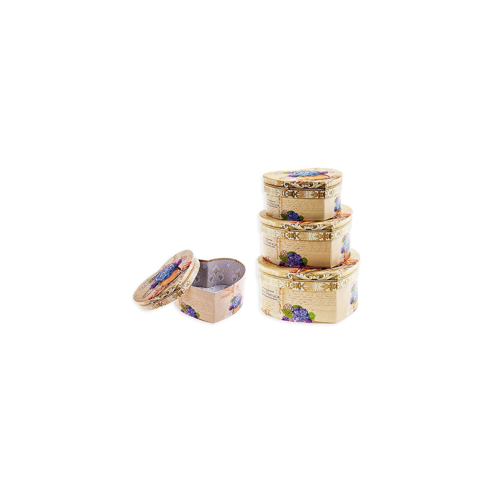 Набор подарочных коробок Сирень, форма-сердце, 3 шт., SchreiberХарактеристики Товара:<br><br>• диаметр: 11, 13, 15 см<br>• комплектация: 3 шт разного размера<br>• для подарков<br>• материал: бумага<br>• принт<br>• в форме сердца<br>• страна бренда: Российская Федерация<br>• страна производства: Китай<br><br>Дарить подарки - целое искусство. Получать подарки приятнее всего в красивой упаковке! Такой набор коробок поможет сделать сюрприз еще радостнее. В комплекте - три коробки разного размера, но с одинаковой расцветкой. Удобный формат, приятные оттенки, качественное исполнение! Из такой упаковки приятно доставать подарок на Новый год или другой праздник!<br>Коробки выглядят очень красиво. Их также можно использовать для хранения различных вещей - изделия будут отлично смотреться в любом интерьере. Товар производится из качественных и проверенных материалов, которые безопасны для детей.<br><br>Набор подарочных коробок Сирень, форма-сердце, 3 шт., от бренда Schreiber можно купить в нашем интернет-магазине.<br><br>Ширина мм: 150<br>Глубина мм: 220<br>Высота мм: 115<br>Вес г: 500<br>Возраст от месяцев: 36<br>Возраст до месяцев: 216<br>Пол: Унисекс<br>Возраст: Детский<br>SKU: 5246274