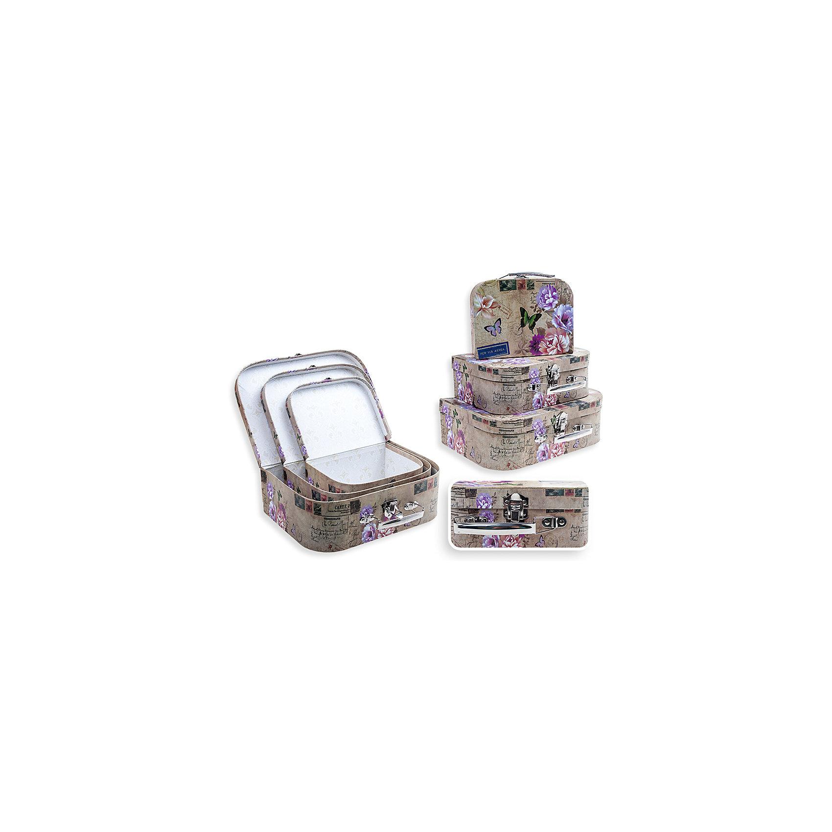 Набор подарочных коробок Прованс, чемоданчики, 3 шт., SchreiberПредметы интерьера<br>Характеристики Товара:<br><br>• размеры: 30х21 см, 25х18 см, 20х15 см<br>• комплектация: 3 шт разного размера<br>• для подарков<br>• материал: бумага<br>• принт<br>• в форме чемоданчиков<br>• страна бренда: Российская Федерация<br>• страна производства: Китай<br><br>Дарить подарки - целое искусство. Получать подарки приятнее всего в красивой упаковке! Такой набор коробок поможет сделать сюрприз еще радостнее. В комплекте - три коробки разного размера, но с одинаковой расцветкой. Удобный формат, приятные оттенки, качественное исполнение! Из такой упаковки приятно доставать подарок на Новый год или другой праздник!<br>Коробки выглядят очень красиво. Их также можно использовать для хранения различных вещей - изделия будут отлично смотреться в любом интерьере. Товар производится из качественных и проверенных материалов, которые безопасны для детей.<br><br>Набор подарочных коробок Прованс, чемоданчики, 3 шт., от бренда Schreiber можно купить в нашем интернет-магазине.<br><br>Ширина мм: 300<br>Глубина мм: 300<br>Высота мм: 210<br>Вес г: 500<br>Возраст от месяцев: 36<br>Возраст до месяцев: 216<br>Пол: Унисекс<br>Возраст: Детский<br>SKU: 5246276
