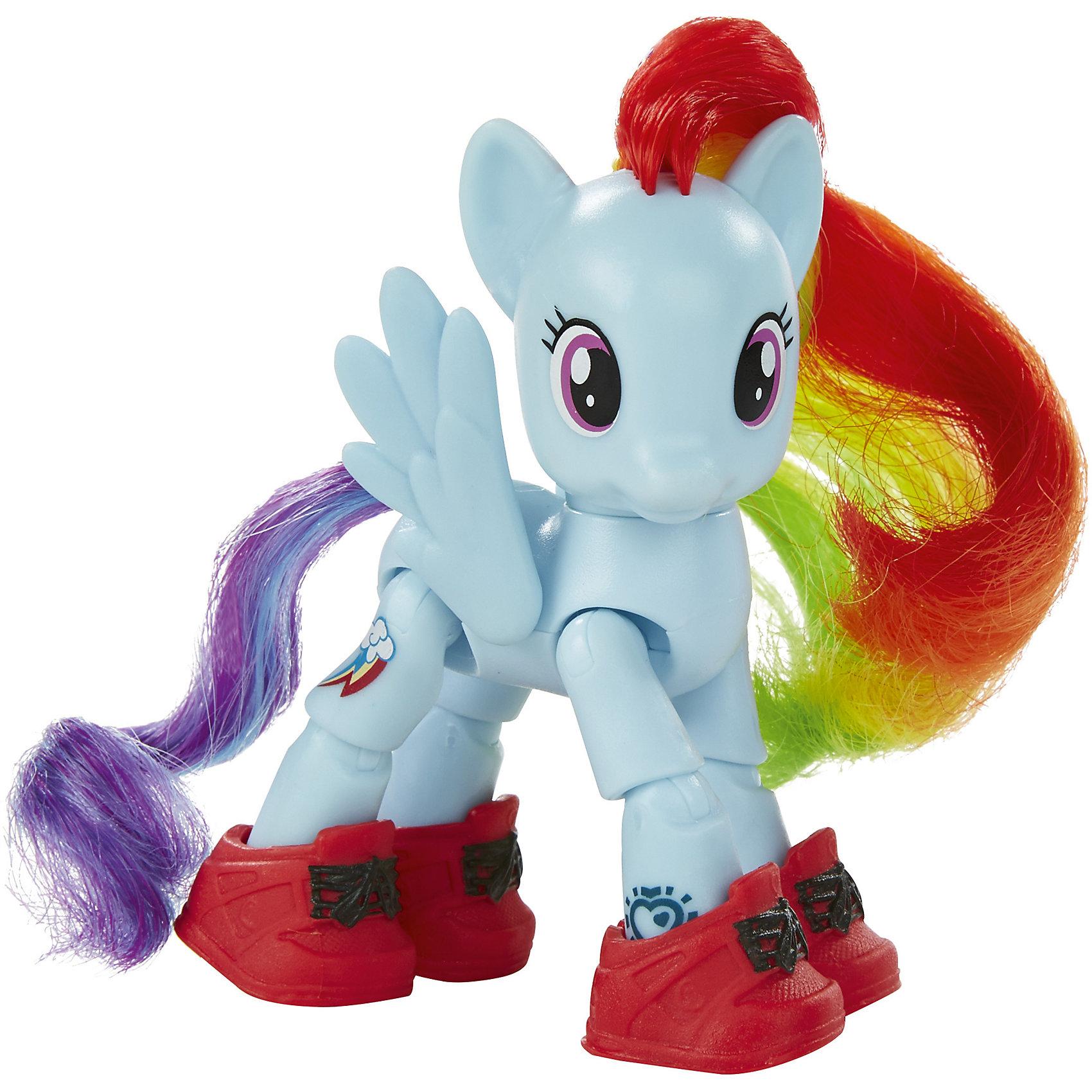 Пони с артикуляцией, My little Pony, B3598/В5680Пони с артикуляцией, My little Pony, B3598/В5680<br><br>Характеристика:<br><br>-Возраст: от 4 лет до 10 лет<br>-Для девочек<br>-Марка: Hasbro<br><br>С пони Радуга Дэш игры станут ещё интереснее, ведь все её конечности двигаются. Также она имеет модную обувь, которую можно легко надеть и снять. А яркую гриву пони можно расчесывать и заплетать. <br><br>Пони с артикуляцией, My little Pony, B3598/В5680 можно приобрести в нашем интернет-магазине.<br><br>Ширина мм: 181<br>Глубина мм: 159<br>Высота мм: 55<br>Вес г: 111<br>Возраст от месяцев: 48<br>Возраст до месяцев: 120<br>Пол: Женский<br>Возраст: Детский<br>SKU: 5246350