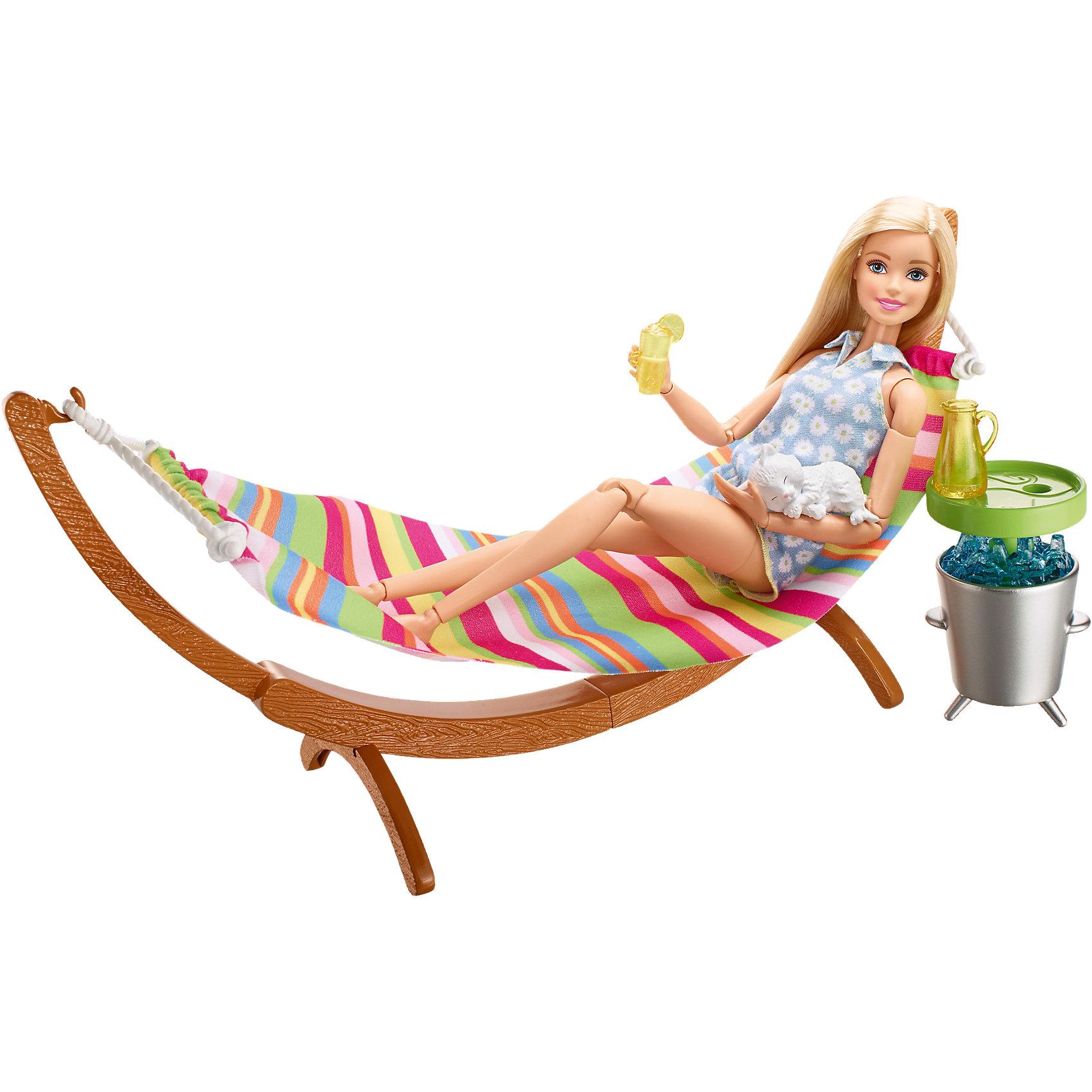 Набор мебели Гамак и стол из серии Отдых на природе, BarbieДомики и мебель<br>Характеристики товара:<br><br>• комплектация: гамак, стол с посудой, питомец<br>• материал: пластик, текстиль<br>• серия: Barbie™ Отдых на природе<br>• кукла продается отдельно<br>• упаковка: блистер<br>• возраст: от трех лет<br>• страна производства: Китай<br>• страна бренда: США<br><br>Этот симпатичный набор мебели поможет разнообразить игры с любимой куклой! В него входят вещи для организации кукле комфортного отдыха на природе в компании с любимым питомцем. Этот комплект мебели станет великолепным подарком для девочек!<br><br>Куклы - это не только весело, они помогают девочкам развить вкус и чувство стиля, отработать сценарии поведения в обществе, развить воображение и мелкую моторику. Кукла Barbie от бренда Mattel не перестает быть популярной! <br><br>Набор мебели Гамак и стол из серии Отдых на природе от компании Mattel можно купить в нашем интернет-магазине.<br><br>Ширина мм: 270<br>Глубина мм: 192<br>Высота мм: 88<br>Вес г: 209<br>Возраст от месяцев: 36<br>Возраст до месяцев: 72<br>Пол: Женский<br>Возраст: Детский<br>SKU: 5257112