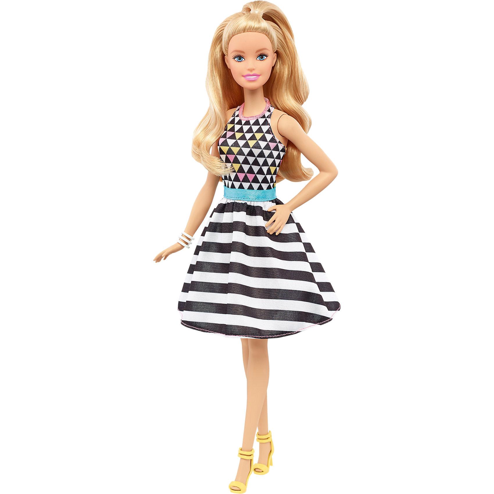 Кукла из серии Игра с модой Power Print, BarbieBarbie<br>Характеристики товара:<br><br>• комплектация: кукла, одежда<br>• материал: пластик, текстиль<br>• серия: Barbie игра с модой<br>• руки, ноги гнутся<br>• высота куклы: 28 см<br>• возраст: от трех лет<br>• размер упаковки: 33х12х5 см<br>• вес: 0,3 кг<br>• страна бренда: США<br><br>Невероятно модный образ изящной куклы порадует маленьких любительниц стильных и необычных нарядов. Стильную одежду дополняет обувь и аксессуары. Длинные волосы позволяют делать разнообразные прически! Барби из серии Игра с модой станет великолепным подарком для девочек, которые следят за модными тенденциями.<br><br>Таки куклы помогают развить у девочек вкус и чувство стиля, отработать сценарии поведения в обществе, развить воображение и мелкую моторику. Барби от бренда Mattel не перестает быть популярной! <br><br>Куклу Барби Power Print из серии «Barbie и Игра с Модой» от компании Mattel можно купить в нашем интернет-магазине.<br><br>Ширина мм: 326<br>Глубина мм: 116<br>Высота мм: 50<br>Вес г: 169<br>Возраст от месяцев: 36<br>Возраст до месяцев: 72<br>Пол: Женский<br>Возраст: Детский<br>SKU: 5257122