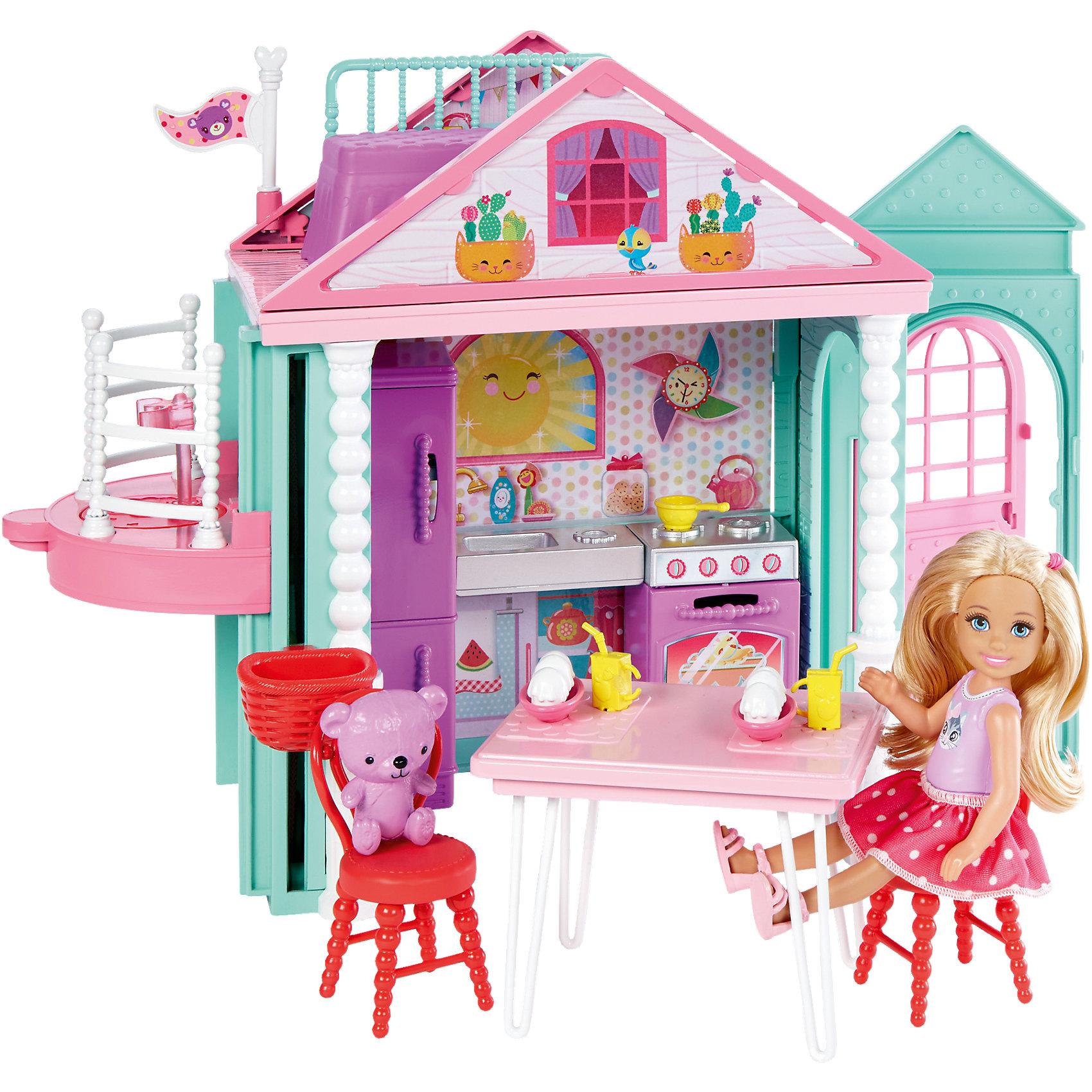 Домик ЧелсиИгрушечные домики и замки<br>Домик Челси, Barbie (Барби)<br><br>Характеристики:<br><br>• в комплекте есть всё необходимое для веселых встреч с подружками<br>• лифт поднимает Челси на второй этаж<br>• материал: пластик<br>• в комплекте: кукла, медвежонок, элементы домика, аксессуары<br>• высота куклы: 14 см<br>• размер упаковки: 34,5х27х7 см<br>• вес: 795 грамм<br><br>Восхитительный домик Челси - настоящий подарок для встреч с любимыми подружками. На первом этаже располагается кухня со всей необходимой бытовой техникой, посудой, мебелью и продуктами. Красавица с радостью угостит напитками и десертами своих друзей и маленького медвежонка. Лифт может поднять Челси на второй этаж, где расположена ее кроватка. Там девочка сладко поспит или помечтает, глядя на звезды. Яркие декорации дома понравятся гостям и они с радостью придут в гости к милашке Челси. Кукла одета в маечку с принтом, юбку в горошек и сандалики.<br><br>Домик Челси, Barbie (Барби) можно купить в нашем интернет-магазине.<br><br>Ширина мм: 351<br>Глубина мм: 274<br>Высота мм: 78<br>Вес г: 785<br>Возраст от месяцев: 36<br>Возраст до месяцев: 72<br>Пол: Женский<br>Возраст: Детский<br>SKU: 5257131