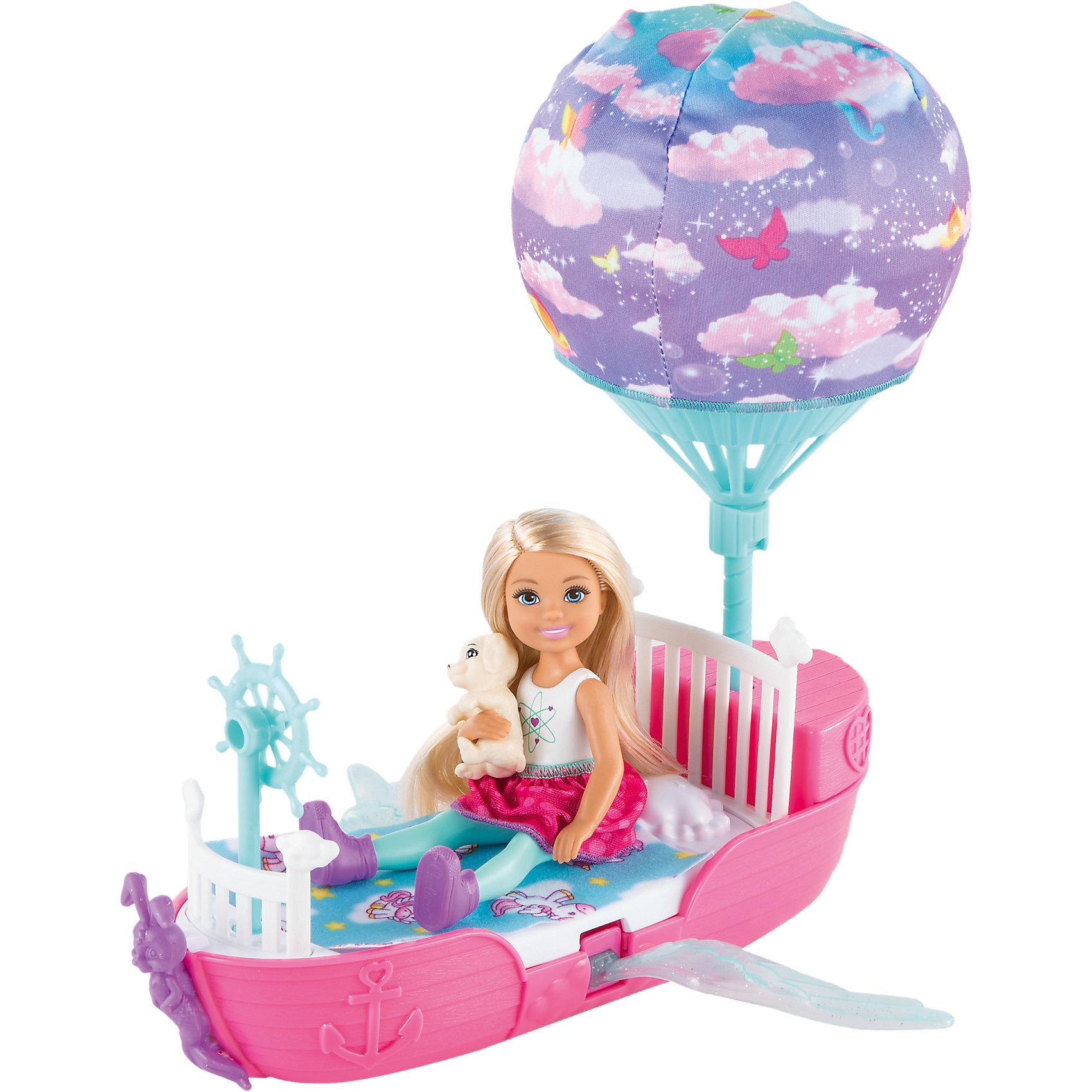 Волшебная кроватка Челси, BarbieПопулярные игрушки<br>Волшебная кроватка Челси, Barbie (Барби)<br><br>Характеристики:<br><br>• волшебная кроватка превращается в воздушный шар<br>• шар и крылья двигаются<br>• в комплекте: кукла, аксессуары, одежда, кровать, щенок, одеяло<br>• материал: пластик, текстиль<br>• размер упаковки: 31х9х27 см<br>• вес: 591 грамм<br><br>Для самых сладких снов куколка Челси выбрала для себя волшебную кроватку. Если прокатить ее вперед, - крылья и воздушный шар начнут двигаться, превращая кровать в настоящую летающую лодку. И, конечно же, малышка взяла всё самое необходимое для путешествия в страну снов: с ней всегда будет любимый щеночек и уютное одеяло. Кукла одета в красивое яркое платье и стильные кеды. Игрушка поможет девочке проявить свою фантазию и придумать множество историй о путешествиях Челси.<br><br>Волшебную кроватку Челси, Barbie (Барби) вы можете купить в нашем интернет-магазине.<br><br>Ширина мм: 307<br>Глубина мм: 266<br>Высота мм: 91<br>Вес г: 487<br>Возраст от месяцев: 36<br>Возраст до месяцев: 72<br>Пол: Женский<br>Возраст: Детский<br>SKU: 5257133