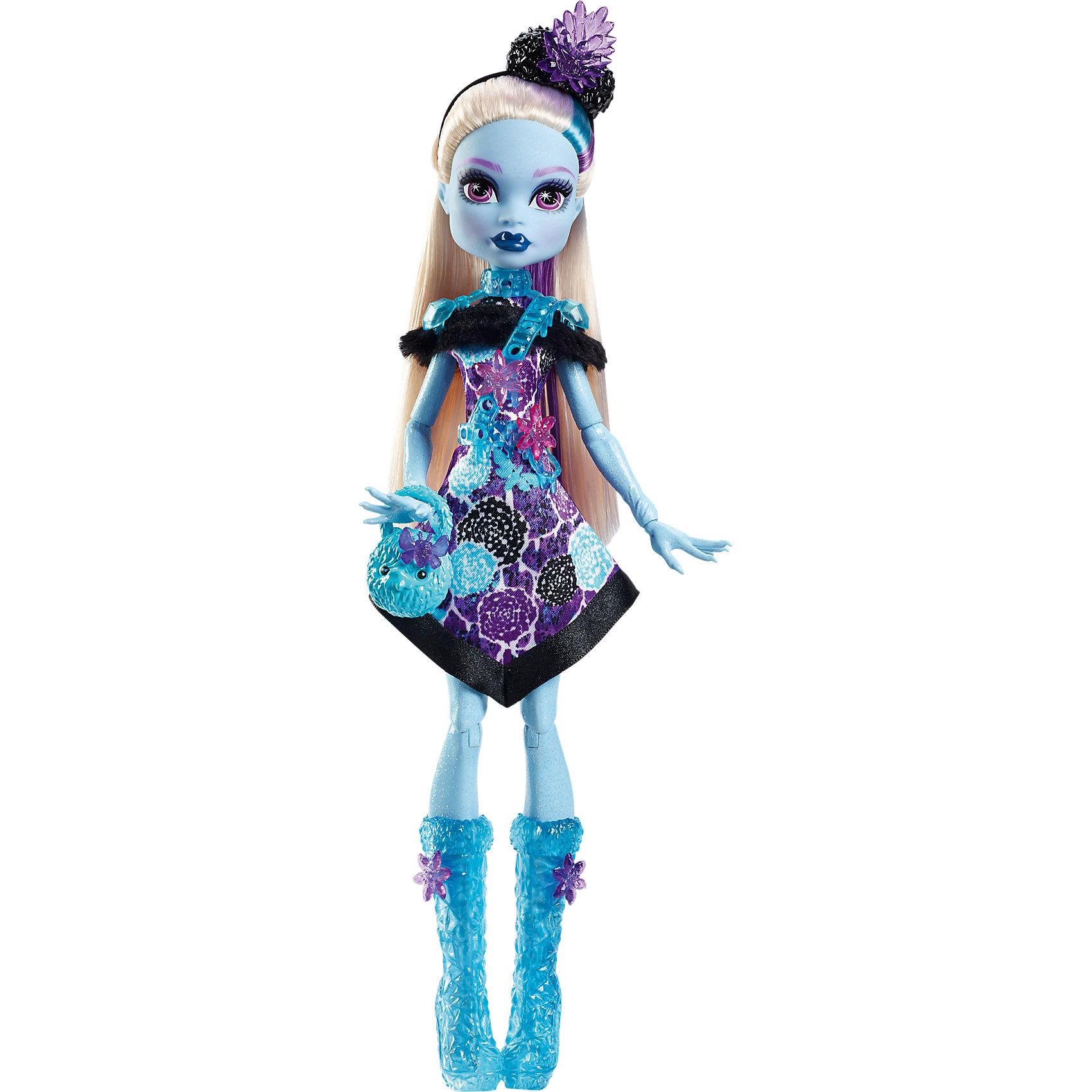 Монстряшка с длинными волосами Эбби Боминейбл, Monster HighКуклы-модели<br>Характеристики товара:<br><br>• возраст от 6 лет;<br>• материал: пластик;<br>• высота куклы 28 см;<br>• размер упаковки 33х16х6 см;<br>• страна производитель: Китай.<br><br>Кукла Эбби Боминейбл «Вечеринка монстров» Monster High создана по мотивам известного мультфильма Monster High. Эбби Боминейбл — дочка снежного человека, и выглядит она как настоящая снежная принцесса. У нее светло-голубая кожа, блестящее фиолетовое платье и голубые сапожки, похожие на льдинки. Голова украшена ободком, а сумочка дополняет образ, делая его неповторимым. В наборе с куклой маленькие аксессуары в виде цветочков, которыми можно украсить волосы куклы или ее наряд. <br><br>Куклу Эбби Боминейбл «Вечеринка монстров» Monster High можно приобрести в нашем интернет-магазине.<br><br>Ширина мм: 331<br>Глубина мм: 152<br>Высота мм: 57<br>Вес г: 203<br>Возраст от месяцев: 72<br>Возраст до месяцев: 120<br>Пол: Женский<br>Возраст: Детский<br>SKU: 5257141