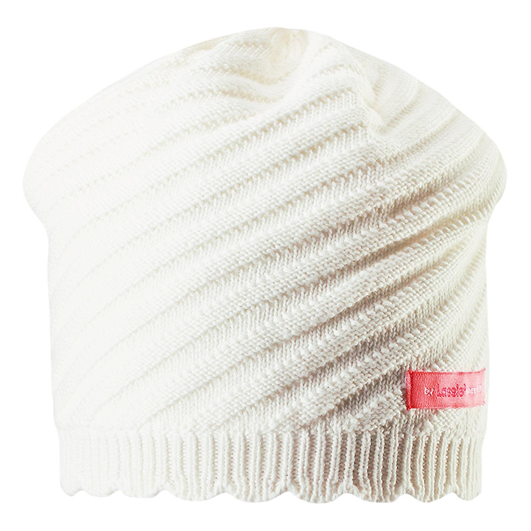 Шапкадля девочки LASSIEШапки и шарфы<br>Характеристики товара:<br><br>• цвет: белый<br>• температурный режим: от +15°до +5°С<br>• состав: 100% хлопок<br>• эластичный материал<br>• мягкая сплошная подкладка: смесь хлопка jersey<br>• ветронепроницаемые вставки в области ушей<br>• декоративная эмблема<br>• комфортная посадка<br>• страна производства: Китай<br>• страна бренда: Финляндия<br>• коллекция: весна-лето 2017<br><br>Детский головной убор может быть модным и удобным одновременно! Стильная шапка поможет обеспечить ребенку комфорт и дополнить наряд. Она отлично смотрится с различной одеждой. Шапка удобно сидит и аккуратно выглядит. Проста в уходе, долго служит. Продуманный крой разрабатывался специально для детей.<br><br>Обувь и одежда от финского бренда LASSIE пользуются популярностью во многих странах. Они стильные, качественные и удобные. Для производства продукции используются только безопасные, проверенные материалы и фурнитура. Порадуйте ребенка модными и красивыми вещами от Lassie®! <br><br>Шапку для девочки от финского бренда LASSIE можно купить в нашем интернет-магазине.<br><br>Ширина мм: 89<br>Глубина мм: 117<br>Высота мм: 44<br>Вес г: 155<br>Цвет: белый<br>Возраст от месяцев: 12<br>Возраст до месяцев: 18<br>Пол: Женский<br>Возраст: Детский<br>Размер: 46-48,50-52,54-56<br>SKU: 5264207