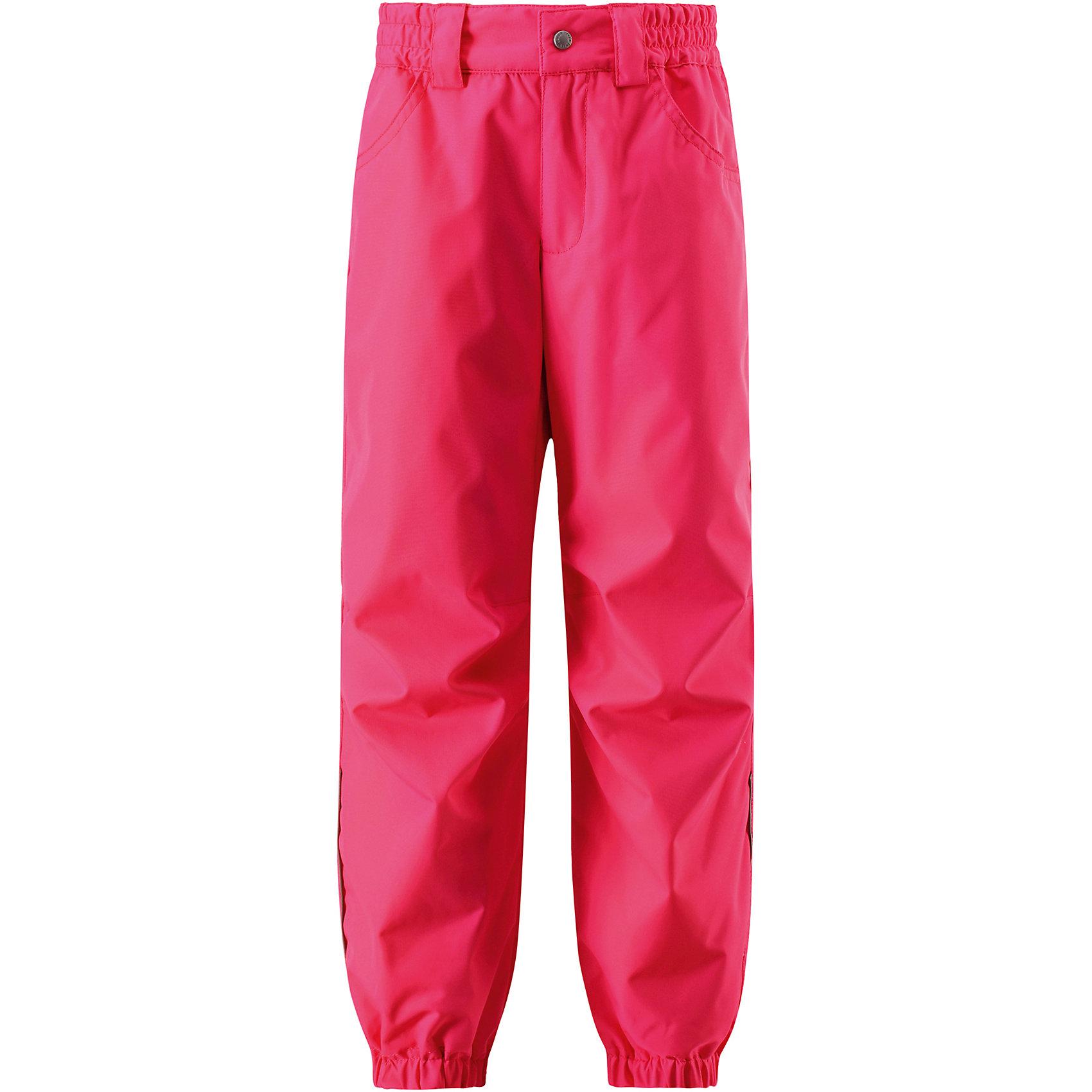Брюкидля девочки LASSIEОдежда<br>Характеристики товара:<br><br>• цвет: розовый<br>• состав: 100% полиэстер, полиуретановое покрытие<br>• температурный режим: от +15°до +5°С<br>• без утеплителя<br>• водонепроницаемость: 1 000 мм<br>• сопротивление трению: 20000 оборотов (тест Мартиндейла)<br>• водоотталкивающий, ветронепроницаемый и «дышащий» материал<br>• подкладка: гладкая из полиэстера<br>• передние карманы<br>• ширинка на молнии<br>• задний серединный шов проклеен<br>• эластичные манжеты на брючинах<br>• эластичный обхват талии<br>• комфортная посадка<br>• страна производства: Китай<br>• страна бренда: Финляндия<br>• коллекция: весна-лето 2017<br><br>Демисезонные брюки помогут обеспечить ребенку комфорт и тепло. Они отлично смотрятся с различной одеждой. Изделие удобно сидит и модно выглядит. Материал - водоотталкивающий, ветронепроницаемый и «дышащий». Продуманный крой разрабатывался специально для детей.<br><br>Обувь и одежда от финского бренда LASSIE пользуются популярностью во многих странах. Они стильные, качественные и удобные. Для производства продукции используются только безопасные, проверенные материалы и фурнитура. Порадуйте ребенка модными и красивыми вещами от Lassie®! <br><br>Брюки для девочки от финского бренда LASSIE можно купить в нашем интернет-магазине.<br><br>Ширина мм: 215<br>Глубина мм: 88<br>Высота мм: 191<br>Вес г: 336<br>Цвет: розовый<br>Возраст от месяцев: 48<br>Возраст до месяцев: 60<br>Пол: Женский<br>Возраст: Детский<br>Размер: 110,140,122,98,128,92,116,134,104<br>SKU: 5264385