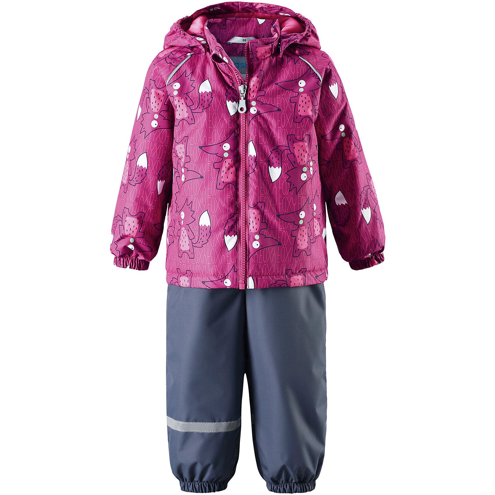 Комплект LASSIEВерхняя одежда<br>Комплект LASSIE<br>Состав:<br>100% Полиэстер, полиуретановое покрытие<br> Демисезонный комплект для самых маленьких.<br> Водоотталкивающий, ветронепроницаемый и «дышащий» материал.<br> Гладкая подкладка из полиэстра.<br> Легкая степень утепления.<br> Безопасный, съемный капюшон.<br> Эластичные манжеты.<br> Регулируемый обхват талии.<br> Эластичные штанины.<br> Съемные штрипки.<br> Два прорезных кармана.<br> Регулируемые эластичные подтяжки.<br><br>Ширина мм: 356<br>Глубина мм: 10<br>Высота мм: 245<br>Вес г: 519<br>Цвет: розовый<br>Возраст от месяцев: 18<br>Возраст до месяцев: 24<br>Пол: Унисекс<br>Возраст: Детский<br>Размер: 86,80,74,98,92<br>SKU: 5264892