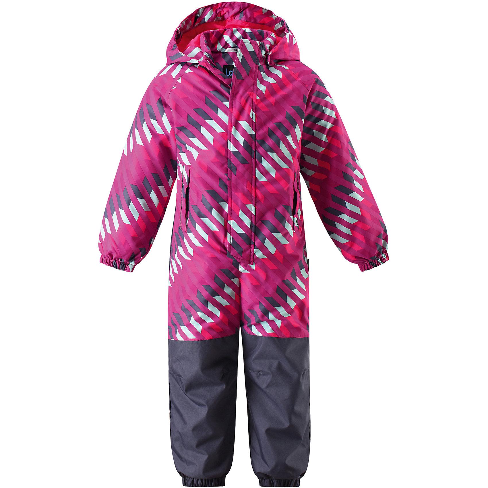 Комбинезон LASSIEОдежда<br>Характеристики товара:<br><br>• цвет: розовый<br>• состав: 100% полиэстер, мембрана 100% полиуретан<br>• утеплитель: 80гр/м2<br>• температурный режим: от 0°до +10°С<br>• куртка: материал - taslan/водонепроницаемость: 1000 мм<br>сопротивление трению: 20000 циклов (тест Мартиндейла).<br>• полукомбенизон: материал - oxford/водонепроницаемость: 1000 мм<br>воздухопроводимость: 3000 г/м2/24ч, сопротивление трению: 50000 циклов (тест Мартиндейла).<br>• безопасный съёмный капюшон <br>• прочный материал<br>• водоотталкивающий, ветронепроницаемый, дышащий материал (Taslan)<br>• гладкая подкладка из полиэстера<br>• проклеенный задний средний шов<br>• эластичные манжеты на рукавах и брючинах.<br>• эластичная талия.<br>• съемные штрипки.<br>• нагрудный карман на молнии.<br>• модель с подтяжками.<br>• светоотражающие элементы для безопасности ребенка в темное время суток.<br>• разрешена сушка в сушильном шкафу.<br>• коллекция: весна-лето 2017<br>• страна бренда: Финляндия<br>• страна производства: Китай<br><br>Демисезонный комбинезон поможет обеспечить ребенку комфорт и тепло. Комбинезон удобно сидит и модно выглядит. Материал - водоотталкивающий, ветронепроницаемый и «дышащий». Продуманный крой разрабатывался специально для детей.<br><br>Комбинезон от финского бренда LASSIE by Reima можно купить в нашем интернет-магазине.<br><br>Ширина мм: 356<br>Глубина мм: 10<br>Высота мм: 245<br>Вес г: 519<br>Цвет: фуксия<br>Возраст от месяцев: 36<br>Возраст до месяцев: 48<br>Пол: Женский<br>Возраст: Детский<br>Размер: 92,104,116,128,80,122,98,110,86<br>SKU: 5264920