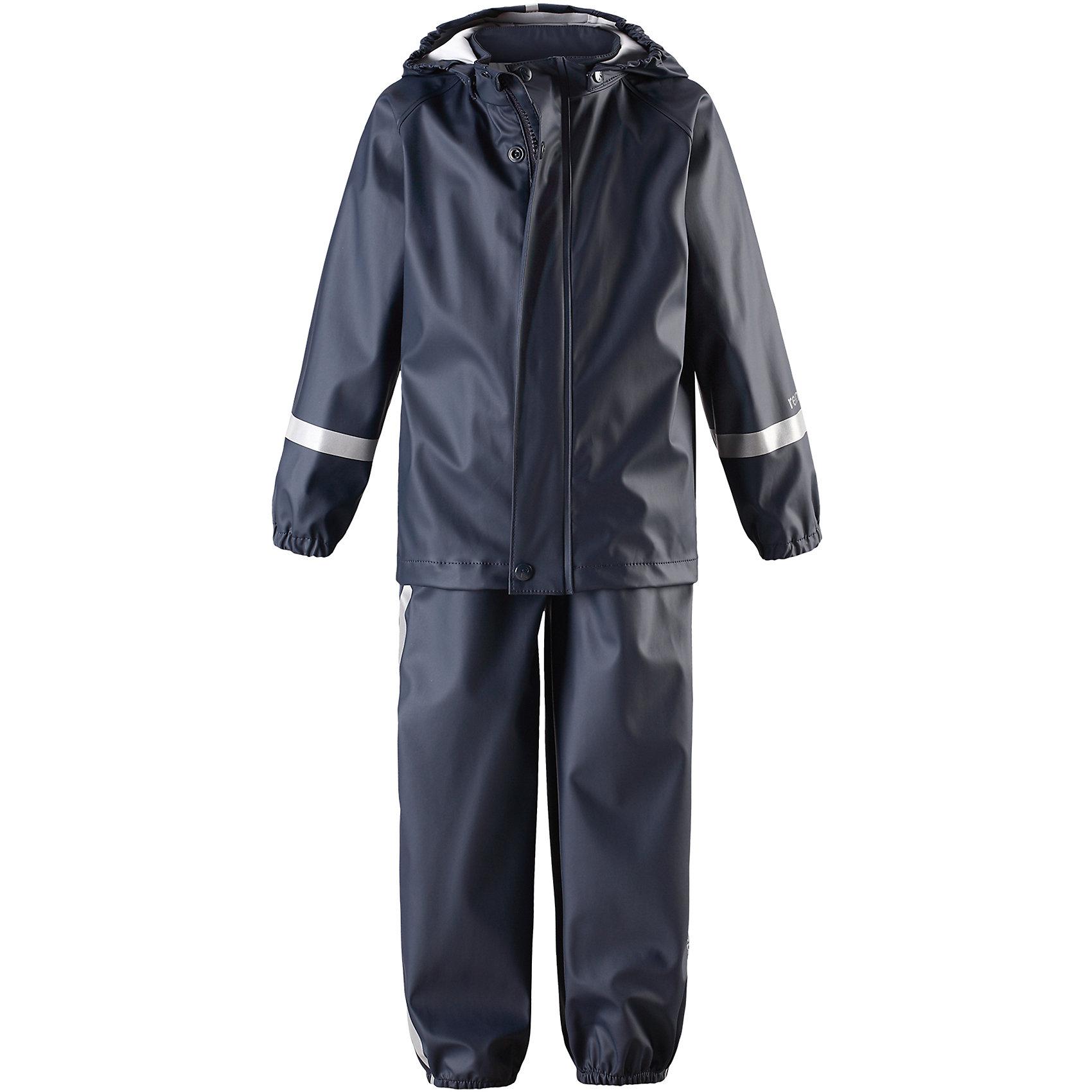 Непромокаемый комплект Tihku: куртка и брюки для мальчика ReimaОдежда<br>Характеристики товара:<br><br>• цвет: темно-синий<br>• состав: 100% полиэстер, полиуретановое покрытие<br>• температурный режим: от +10°до +20°С<br>• водонепроницаемость: 10000 мм<br>• без утеплителя<br>• комплектация: куртка, штаны<br>• водонепроницаемый материал с запаянными швами<br>• эластичный материал<br>• не содержит ПВХ<br>• безопасный съемный капюшон<br>• эластичные манжеты <br>• регулируемая талия<br>• эластичные манжеты на брючинах<br>• комфортная посадка<br>• съемные эластичные штрипки <br>• регулируемые подтяжки<br>• спереди застёгивается на молнию<br>• светоотражающие детали<br>• страна производства: Китай<br>• страна бренда: Финляндия<br>• коллекция: весна-лето 2017<br><br>Демисезонный комплект из куртки и штанов поможет обеспечить ребенку комфорт и тепло. Предметы отлично смотрятся с различной одеждой. Комплект удобно сидит и модно выглядит. Материал отлично подходит для дождливой погоды. Стильный дизайн разрабатывался специально для детей.<br><br>Обувь и одежда от финского бренда Reima пользуются популярностью во многих странах. Они стильные, качественные и удобные. Для производства продукции используются только безопасные, проверенные материалы и фурнитура.<br><br>Комплект: куртка и брюки для мальчика от финского бренда Reima (Рейма) можно купить в нашем интернет-магазине.<br><br>Ширина мм: 356<br>Глубина мм: 10<br>Высота мм: 245<br>Вес г: 519<br>Цвет: синий<br>Возраст от месяцев: 12<br>Возраст до месяцев: 15<br>Пол: Мужской<br>Возраст: Детский<br>Размер: 80,86,98,92,110,74,104,116<br>SKU: 5265427