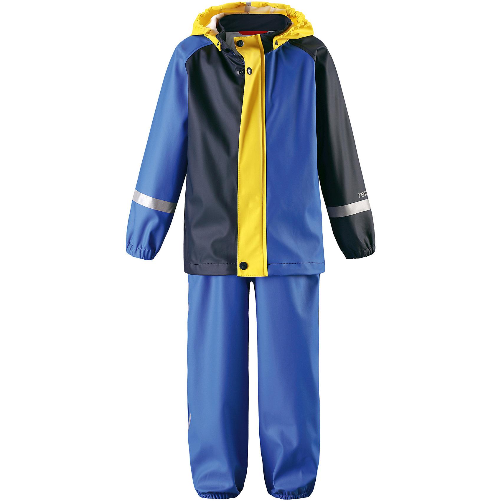 Непромокаемый комплект Tihku: куртка и брюки для мальчика ReimaОдежда<br>Характеристики товара:<br><br>• цвет: синий<br>• состав: 100% полиэстер, полиуретановое покрытие<br>• температурный режим: от +10°до +20°С<br>• водонепроницаемость: 10000 мм<br>• без утеплителя<br>• комплектация: куртка, штаны<br>• водонепроницаемый материал с запаянными швами<br>• эластичный материал<br>• не содержит ПВХ<br>• безопасный съемный капюшон<br>• эластичные манжеты <br>• регулируемая талия<br>• эластичные манжеты на брючинах<br>• комфортная посадка<br>• съемные эластичные штрипки <br>• регулируемые подтяжки<br>• спереди застёгивается на молнию<br>• светоотражающие детали<br>• страна производства: Китай<br>• страна бренда: Финляндия<br>• коллекция: весна-лето 2017<br><br>Демисезонный комплект из куртки и штанов поможет обеспечить ребенку комфорт и тепло. Предметы отлично смотрятся с различной одеждой. Комплект удобно сидит и модно выглядит. Материал отлично подходит для дождливой погоды. Стильный дизайн разрабатывался специально для детей.<br><br>Обувь и одежда от финского бренда Reima пользуются популярностью во многих странах. Они стильные, качественные и удобные. Для производства продукции используются только безопасные, проверенные материалы и фурнитура.<br><br>Комплект: куртка и брюки для мальчика от финского бренда Reima (Рейма) можно купить в нашем интернет-магазине.<br><br>Ширина мм: 356<br>Глубина мм: 10<br>Высота мм: 245<br>Вес г: 519<br>Цвет: синий<br>Возраст от месяцев: 48<br>Возраст до месяцев: 60<br>Пол: Мужской<br>Возраст: Детский<br>Размер: 110,86,104,98,116,92,80,74<br>SKU: 5265436