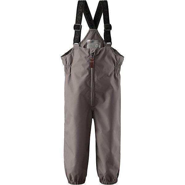 Брюки Erft Reimatec® ReimaВерхняя одежда<br>Характеристики товара:<br><br>• цвет: серый<br>• состав: 100% полиэстер, полиуретановое покрытие<br>• температурный режим: от +5°до +15°С<br>• водонепроницаемость: 8000 мм<br>• воздухопроницаемость: 5000 мм<br>• износостойкость: 30000 циклов (тест Мартиндейла)<br>• без утеплителя<br>• основые швы проклеены, водонепроницаемы<br>• водоотталкивающий, ветронепроницаемый, дышащий и водонепроницаемый материал<br>• гладкая подкладка из полиэстера<br>• высокая талия с регулируемыми подтяжками<br>• эластичные манжеты на брючинах<br>• эластичные съёмные штрипки<br>• комфортная посадка<br>• ширинка на молнии<br>• светоотражающие детали<br>• страна производства: Китай<br>• страна бренда: Финляндия<br>• коллекция: весна-лето 2017<br><br>Демисезонные брюки помогут обеспечить ребенку комфорт и тепло. Они отлично смотрятся с различным верхом. Изделие удобно сидит и модно выглядит. Материал отлично подходит для дождливой погоды. Стильный дизайн разрабатывался специально для детей.<br><br>Обувь и одежда от финского бренда Reima пользуются популярностью во многих странах. Они стильные, качественные и удобные. Для производства продукции используются только безопасные, проверенные материалы и фурнитура.<br><br>Брюки Reimatec® от финского бренда Reima (Рейма) можно купить в нашем интернет-магазине.<br><br>Ширина мм: 215<br>Глубина мм: 88<br>Высота мм: 191<br>Вес г: 336<br>Цвет: серый<br>Возраст от месяцев: 24<br>Возраст до месяцев: 36<br>Пол: Унисекс<br>Возраст: Детский<br>Размер: 98,86,74,92,80<br>SKU: 5265472