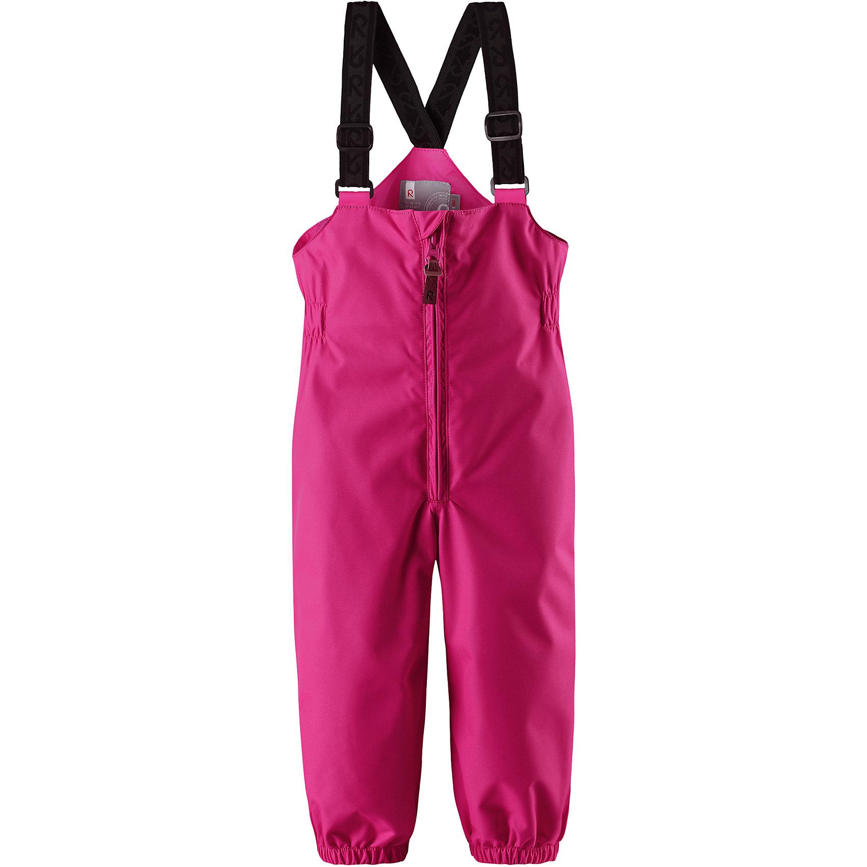 Брюки Erft для девочки Reimatec® ReimaОдежда<br>Характеристики товара:<br><br>• цвет: розовый<br>• состав: 100% полиэстер, полиуретановое покрытие<br>• температурный режим: от +5°до +15°С<br>• водонепроницаемость: 8000 мм<br>• воздухопроницаемость: 5000 мм<br>• износостойкость: 30000 циклов (тест Мартиндейла)<br>• без утеплителя<br>• основые швы проклеены, водонепроницаемы<br>• водоотталкивающий, ветронепроницаемый, дышащий и водонепроницаемый материал<br>• гладкая подкладка из полиэстера<br>• высокая талия с регулируемыми подтяжками<br>• эластичные манжеты на брючинах<br>• эластичные съёмные штрипки<br>• комфортная посадка<br>• ширинка на молнии<br>• светоотражающие детали<br>• страна производства: Китай<br>• страна бренда: Финляндия<br>• коллекция: весна-лето 2017<br><br>Демисезонные брюки помогут обеспечить ребенку комфорт и тепло. Они отлично смотрятся с различным верхом. Изделие удобно сидит и модно выглядит. Материал отлично подходит для дождливой погоды. Стильный дизайн разрабатывался специально для детей.<br><br>Обувь и одежда от финского бренда Reima пользуются популярностью во многих странах. Они стильные, качественные и удобные. Для производства продукции используются только безопасные, проверенные материалы и фурнитура.<br><br>Брюки Reimatec® от финского бренда Reima (Рейма) можно купить в нашем интернет-магазине.<br><br>Ширина мм: 215<br>Глубина мм: 88<br>Высота мм: 191<br>Вес г: 336<br>Цвет: розовый<br>Возраст от месяцев: 12<br>Возраст до месяцев: 18<br>Пол: Женский<br>Возраст: Детский<br>Размер: 86,80,92,98,74<br>SKU: 5265484