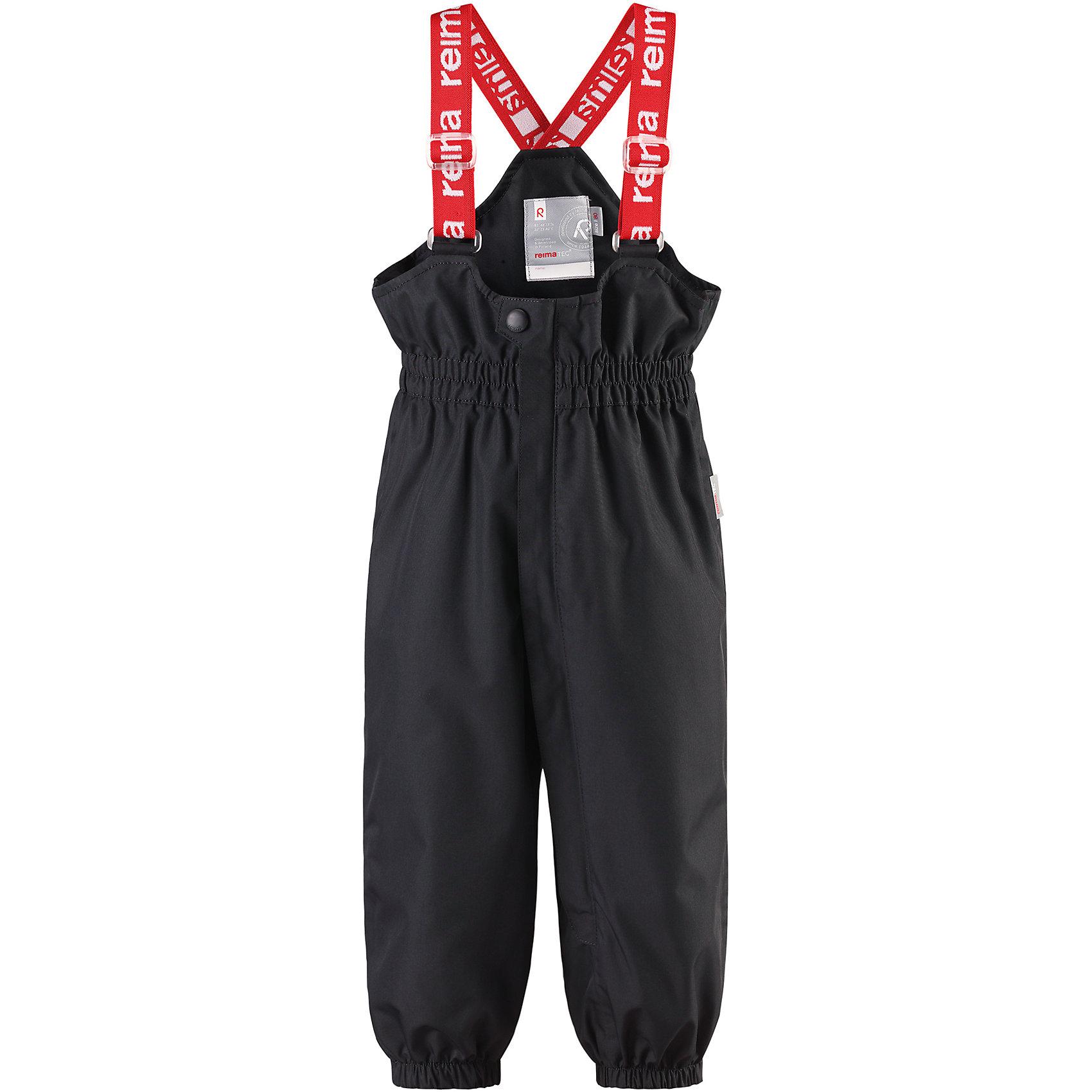 Брюки Tuikku Reimatec® ReimaВерхняя одежда<br>Характеристики товара:<br><br>• цвет: черный<br>• состав: 100% полиэстер, полиуретановое покрытие<br>• температурный режим: от +5°до +15°С<br>• водонепроницаемость: 15000 мм<br>• воздухопроницаемость: 5000 мм<br>• износостойкость: 40000 циклов (тест Мартиндейла)<br>• без утеплителя<br>• все швы проклеены, водонепроницаемы<br>• водо- и ветронепроницаемый, «дышащий» и грязеотталкивающий материал<br>• гладкая подкладка из полиэстера<br>• высокая талия с регулируемыми подтяжками<br>• эластичные манжеты на брючинах<br>• прочные съёмные силиконовые штрипки<br>• длинная застёжка на молнии облегчает надевание<br>• светоотражающие детали<br>• комфортная посадка<br>• страна производства: Китай<br>• страна бренда: Финляндия<br>• коллекция: весна-лето 2017<br><br>Демисезонные брюки помогут обеспечить ребенку комфорт и тепло. Они отлично смотрятся с различным верхом. Изделие удобно сидит и модно выглядит. Материал отлично подходит для дождливой погоды. Стильный дизайн разрабатывался специально для детей.<br><br>Обувь и одежда от финского бренда Reima пользуются популярностью во многих странах. Они стильные, качественные и удобные. Для производства продукции используются только безопасные, проверенные материалы и фурнитура.<br><br>Брюки Reimatec® от финского бренда Reima (Рейма) можно купить в нашем интернет-магазине.<br><br>Ширина мм: 215<br>Глубина мм: 88<br>Высота мм: 191<br>Вес г: 336<br>Цвет: черный<br>Возраст от месяцев: 18<br>Возраст до месяцев: 24<br>Пол: Унисекс<br>Возраст: Детский<br>Размер: 92,80,74,98,86<br>SKU: 5265496