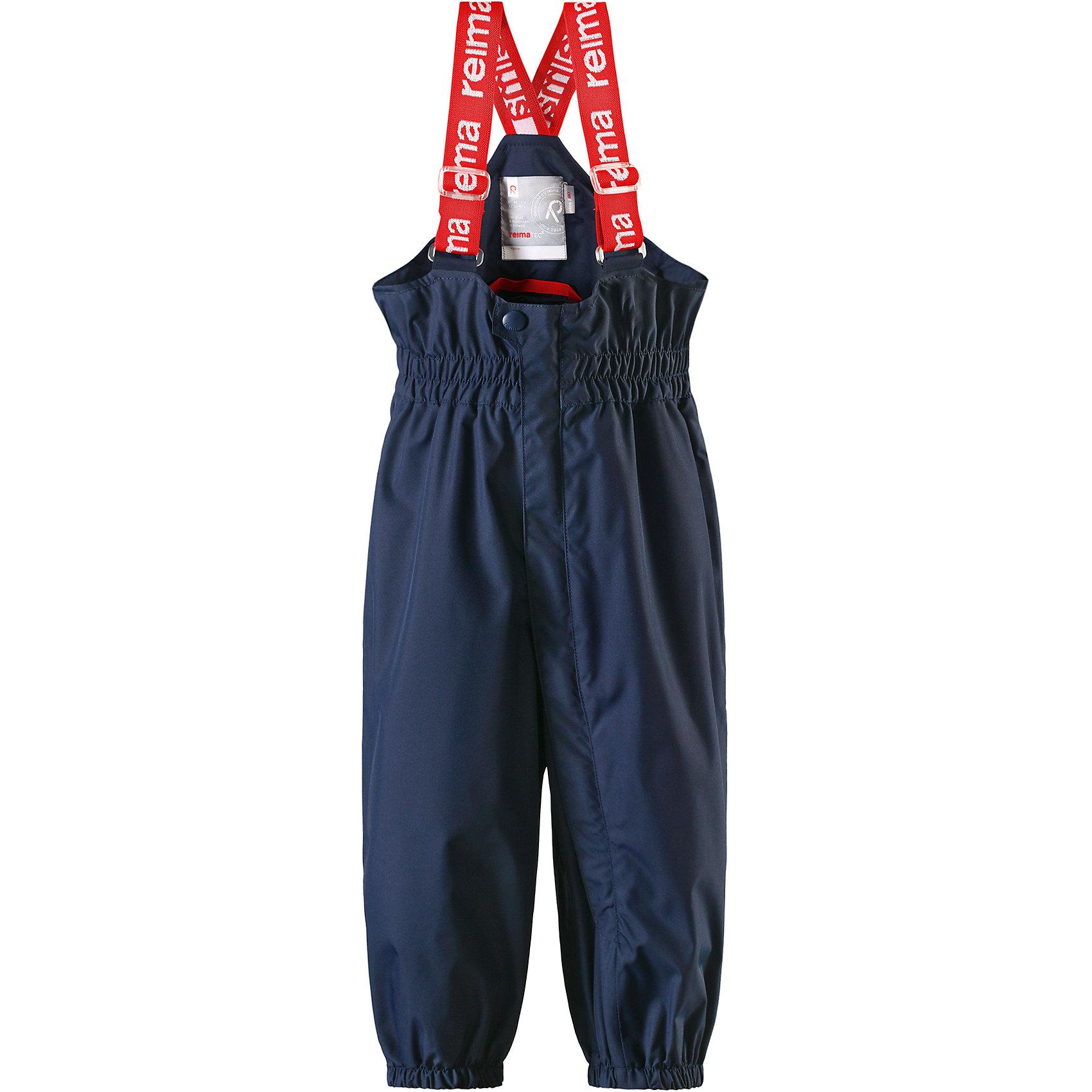 Брюки Tuikku для мальчика Reimatec® ReimaВерхняя одежда<br>Характеристики товара:<br><br>• цвет: синий<br>• состав: 100% полиэстер, полиуретановое покрытие<br>• температурный режим: от +5°до +15°С<br>• водонепроницаемость: 15000 мм<br>• воздухопроницаемость: 5000 мм<br>• износостойкость: 40000 циклов (тест Мартиндейла)<br>• без утеплителя<br>• все швы проклеены, водонепроницаемы<br>• водо- и ветронепроницаемый, «дышащий» и грязеотталкивающий материал<br>• гладкая подкладка из полиэстера<br>• высокая талия с регулируемыми подтяжками<br>• эластичные манжеты на брючинах<br>• прочные съёмные силиконовые штрипки<br>• длинная застёжка на молнии облегчает надевание<br>• светоотражающие детали<br>• комфортная посадка<br>• страна производства: Китай<br>• страна бренда: Финляндия<br>• коллекция: весна-лето 2017<br><br>Демисезонные брюки помогут обеспечить ребенку комфорт и тепло. Они отлично смотрятся с различным верхом. Изделие удобно сидит и модно выглядит. Материал отлично подходит для дождливой погоды. Стильный дизайн разрабатывался специально для детей.<br><br>Обувь и одежда от финского бренда Reima пользуются популярностью во многих странах. Они стильные, качественные и удобные. Для производства продукции используются только безопасные, проверенные материалы и фурнитура.<br><br>Брюки Reimatec® от финского бренда Reima (Рейма) можно купить в нашем интернет-магазине.<br><br>Ширина мм: 215<br>Глубина мм: 88<br>Высота мм: 191<br>Вес г: 336<br>Цвет: синий<br>Возраст от месяцев: 24<br>Возраст до месяцев: 36<br>Пол: Мужской<br>Возраст: Детский<br>Размер: 98,74,86,92,80<br>SKU: 5265502