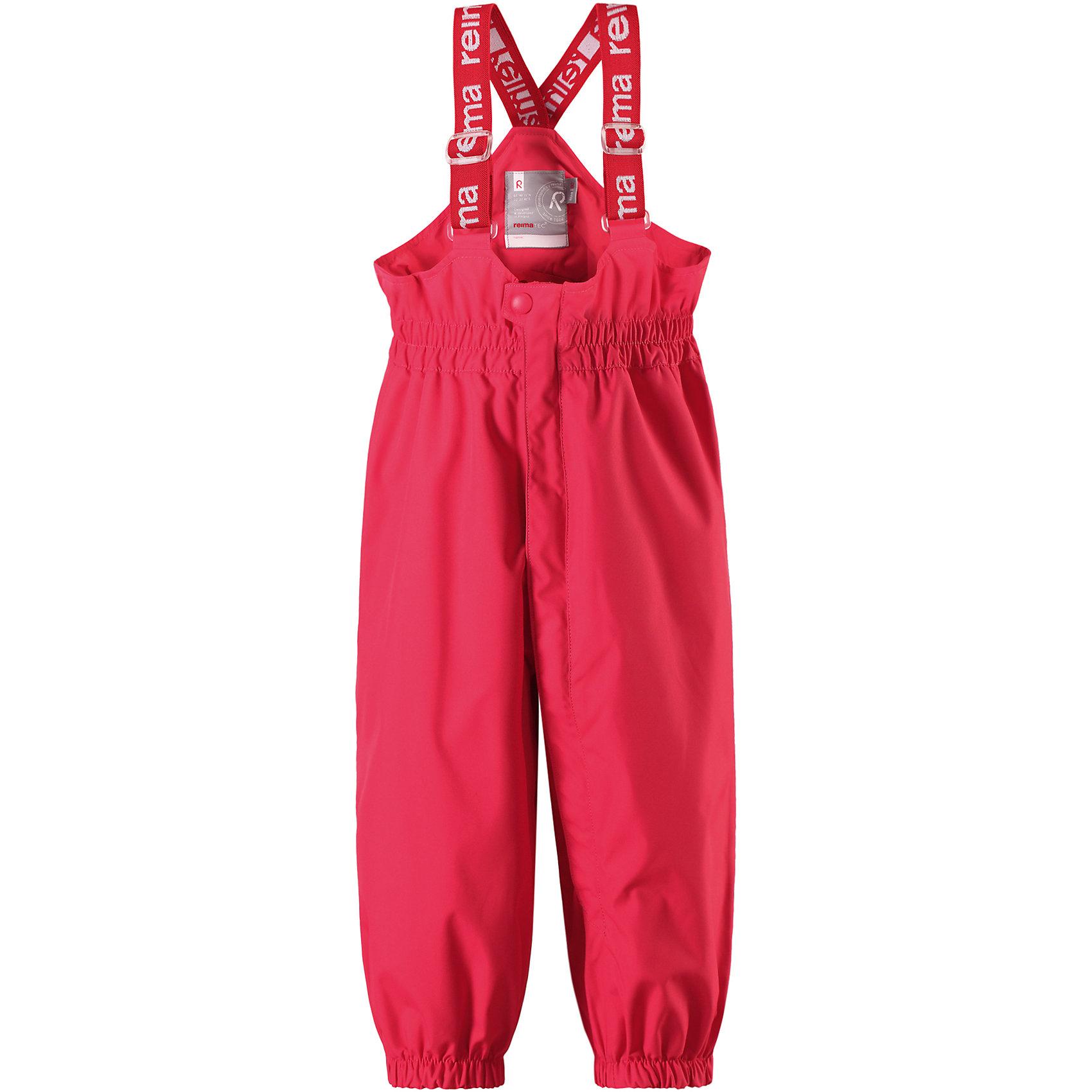 Брюки Tuikku для девочки Reimatec® ReimaВерхняя одежда<br>Характеристики товара:<br><br>• цвет: розовый<br>• состав: 100% полиэстер, полиуретановое покрытие<br>• температурный режим: от +5°до +15°С<br>• водонепроницаемость: 15000 мм<br>• воздухопроницаемость: 5000 мм<br>• износостойкость: 40000 циклов (тест Мартиндейла)<br>• без утеплителя<br>• все швы проклеены, водонепроницаемы<br>• водо- и ветронепроницаемый, «дышащий» и грязеотталкивающий материал<br>• гладкая подкладка из полиэстера<br>• высокая талия с регулируемыми подтяжками<br>• эластичные манжеты на брючинах<br>• прочные съёмные силиконовые штрипки<br>• длинная застёжка на молнии облегчает надевание<br>• светоотражающие детали<br>• комфортная посадка<br>• страна производства: Китай<br>• страна бренда: Финляндия<br>• коллекция: весна-лето 2017<br><br>Демисезонные брюки помогут обеспечить ребенку комфорт и тепло. Они отлично смотрятся с различным верхом. Изделие удобно сидит и модно выглядит. Материал отлично подходит для дождливой погоды. Стильный дизайн разрабатывался специально для детей.<br><br>Обувь и одежда от финского бренда Reima пользуются популярностью во многих странах. Они стильные, качественные и удобные. Для производства продукции используются только безопасные, проверенные материалы и фурнитура.<br><br>Брюки Reimatec® от финского бренда Reima (Рейма) можно купить в нашем интернет-магазине.<br><br>Ширина мм: 215<br>Глубина мм: 88<br>Высота мм: 191<br>Вес г: 336<br>Цвет: розовый<br>Возраст от месяцев: 12<br>Возраст до месяцев: 15<br>Пол: Женский<br>Возраст: Детский<br>Размер: 80,92,74,86,98<br>SKU: 5265508