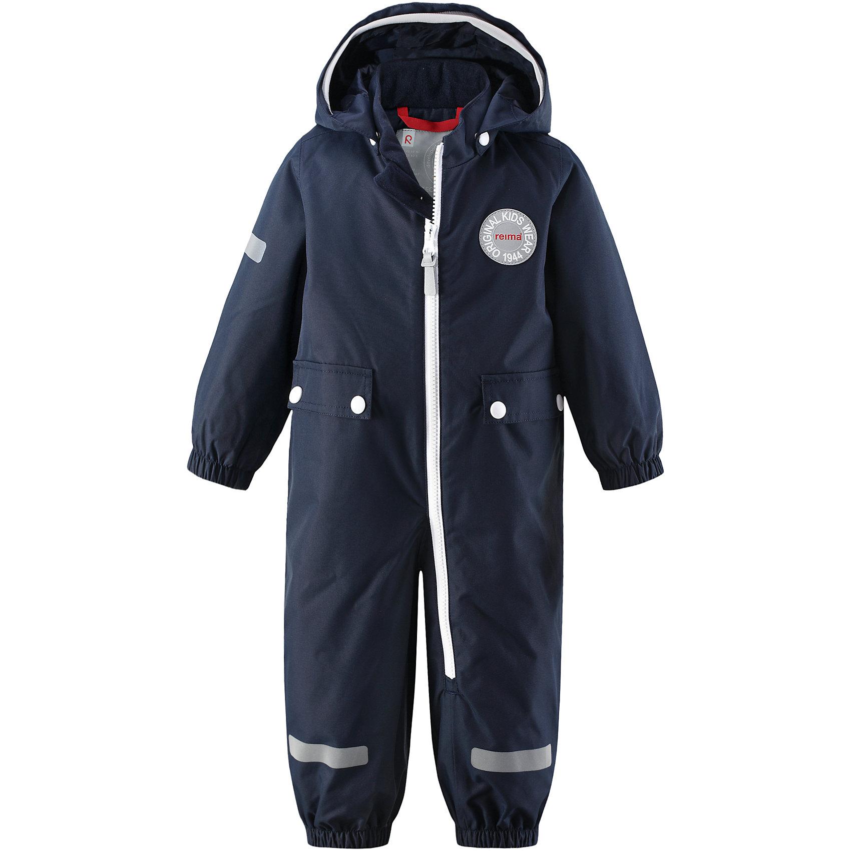 Комбинезон Fangsn для мальчика Reimatec® ReimaВерхняя одежда<br>Характеристики товара:<br><br>• цвет: темно-синий<br>• состав: 100% полиэстер, полиуретановое покрытие<br>• температурный режим: от +5° до +15°С<br>• водонепроницаемость: 8000 мм<br>• воздухопроницаемость: 5000 мм<br>• износостойкость: 30000 циклов (тест Мартиндейла)<br>• без утеплителя<br>• швы проклеены, водонепроницаемы<br>• водо- и ветронепроницаемый, дышащий, грязеотталкивающий материал<br>• гладкая подкладка из полиэстера<br>• безопасный съёмный капюшон<br>• мягка резинка по краю капюшона<br>• эластичные манжеты<br>• талия регулируется изнутри<br>• эластичные манжеты на брючинах<br>• съёмные эластичные штрипки<br>• длинная застёжка на молнии облегчает надевание<br>• два накладных кармана<br>• комфортная посадка<br>• страна производства: Китай<br>• страна бренда: Финляндия<br>• коллекция: весна-лето 2017<br><br>Верхняя одежда для детей может быть модной и комфортной одновременно! Демисезонный комбинезон поможет обеспечить ребенку комфорт и тепло. Он отлично смотрится с различной обувью. Изделие удобно сидит и модно выглядит. Материал - прочный, хорошо подходящий для межсезонья, водо- и ветронепроницаемый, «дышащий». Стильный дизайн разрабатывался специально для детей.<br><br>Одежда и обувь от финского бренда Reima пользуется популярностью во многих странах. Эти изделия стильные, качественные и удобные. Для производства продукции используются только безопасные, проверенные материалы и фурнитура. Порадуйте ребенка модными и красивыми вещами от Reima! <br><br>Комбинезон Reimatec® от финского бренда Reima (Рейма) можно купить в нашем интернет-магазине.<br><br>Ширина мм: 356<br>Глубина мм: 10<br>Высота мм: 245<br>Вес г: 519<br>Цвет: синий<br>Возраст от месяцев: 6<br>Возраст до месяцев: 9<br>Пол: Мужской<br>Возраст: Детский<br>Размер: 74,80,86,92,98<br>SKU: 5265670
