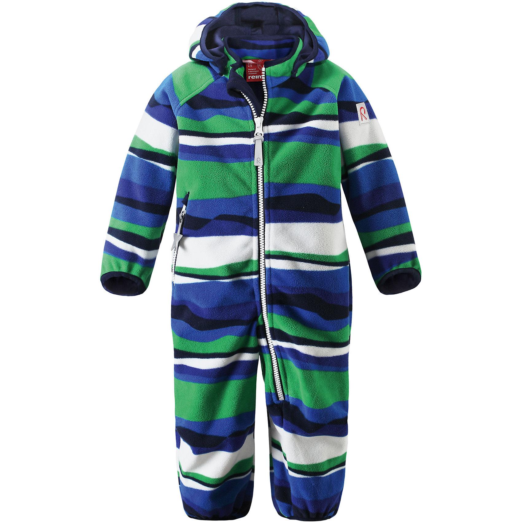 Комбинезон Vinssi для мальчика ReimaВерхняя одежда<br>Характеристики товара:<br><br>• цвет: синий<br>• состав: 100% полиэстер, полиуретановое покрытие<br>• водонепроницаемость:10000 мм<br>• воздухопроницаемость: 5000 мм<br>• температурный режим: от +5° до +15°С<br>• без утеплителя<br>• материала windfleece<br>• водо- и ветронепроницаемый «дышащий» материал<br>• многослойный материал, с изнаночной стороны - джерси<br>• гладкая трикотажная подкладка из полиэстера<br>• безопасный съёмный капюшон<br>• эластичные манжеты на рукавах и брючинах<br>• эластичная сборка по краю капюшона<br>• две длинные молнии для удобного надевания<br>• карман на молнии<br>• светоотражающие детали<br>• комфортная посадка<br>• страна производства: Китай<br>• страна бренда: Финляндия<br>• коллекция: весна-лето 2017<br><br>Верхняя одежда для детей может быть модной и комфортной одновременно! Демисезонный комбинезон поможет обеспечить ребенку комфорт и тепло. Он отлично смотрится с различной обувью. Изделие удобно сидит и модно выглядит. Материал - прочный, хорошо подходящий для межсезонья, водо- и ветронепроницаемый, «дышащий». Стильный дизайн разрабатывался специально для детей.<br><br>Одежда и обувь от финского бренда Reima пользуется популярностью во многих странах. Эти изделия стильные, качественные и удобные. Для производства продукции используются только безопасные, проверенные материалы и фурнитура. Порадуйте ребенка модными и красивыми вещами от Reima! <br><br>Комбинезон для мальчика от финского бренда Reima (Рейма) можно купить в нашем интернет-магазине.<br><br>Ширина мм: 356<br>Глубина мм: 10<br>Высота мм: 245<br>Вес г: 519<br>Цвет: синий<br>Возраст от месяцев: 24<br>Возраст до месяцев: 36<br>Пол: Мужской<br>Возраст: Детский<br>Размер: 98,80,74,86,92<br>SKU: 5265706