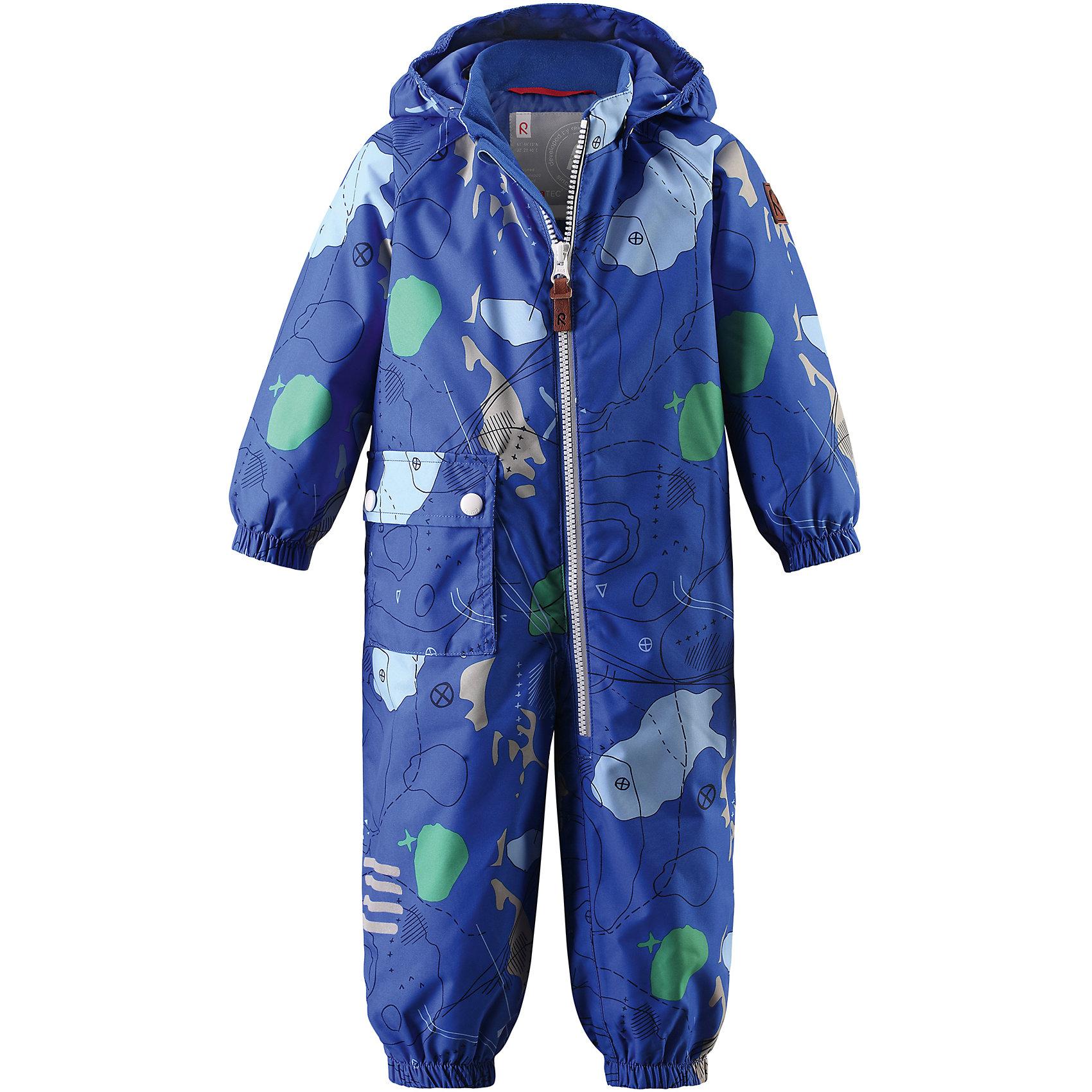 Комбинезон Leikki для мальчика Reimatec® ReimaВерхняя одежда<br>Характеристики товара:<br><br>• цвет: синий<br>• состав: 100% полиэстер, полиуретановое покрытие<br>• температурный режим: от 0° до +10°С<br>• легкий утеплитель: 80 гр/м2<br>• водонепроницаемость: 8000 мм<br>• воздухопроницаемость: 5000 мм<br>• износостойкость: 30000 циклов (тест Мартиндейла)<br>• основные швы проклеены, водонепроницаемы<br>• водо- и ветронепроницаемый, дышащий, грязеотталкивающий материал<br>• гладкая подкладка из полиэстера по всему изделию, mesh сетка на капюшоне<br>• безопасный съёмный капюшон<br>• эластичные манжеты<br>• талия регулируется изнутри<br>• эластичные манжеты на брючинах<br>• эластичные съёмные штрипки<br>• накладной карман<br>• светоотражающие детали<br>• комфортная посадка<br>• страна производства: Китай<br>• страна бренда: Финляндия<br>• коллекция: весна-лето 2017<br><br>Верхняя одежда для детей может быть модной и комфортной одновременно! Демисезонный комбинезон поможет обеспечить ребенку комфорт и тепло. Он отлично смотрится с различной обувью. Изделие удобно сидит и модно выглядит. Материал - прочный, хорошо подходящий для межсезонья, водо- и ветронепроницаемый, «дышащий». Стильный дизайн разрабатывался специально для детей.<br><br>Одежда и обувь от финского бренда Reima пользуется популярностью во многих странах. Эти изделия стильные, качественные и удобные. Для производства продукции используются только безопасные, проверенные материалы и фурнитура. Порадуйте ребенка модными и красивыми вещами от Reima! <br><br>Комбинезон для мальчика Reimatec® от финского бренда Reima (Рейма) можно купить в нашем интернет-магазине.<br><br>Ширина мм: 356<br>Глубина мм: 10<br>Высота мм: 245<br>Вес г: 519<br>Цвет: синий<br>Возраст от месяцев: 6<br>Возраст до месяцев: 9<br>Пол: Мужской<br>Возраст: Детский<br>Размер: 74,98,92,86,80<br>SKU: 5265742