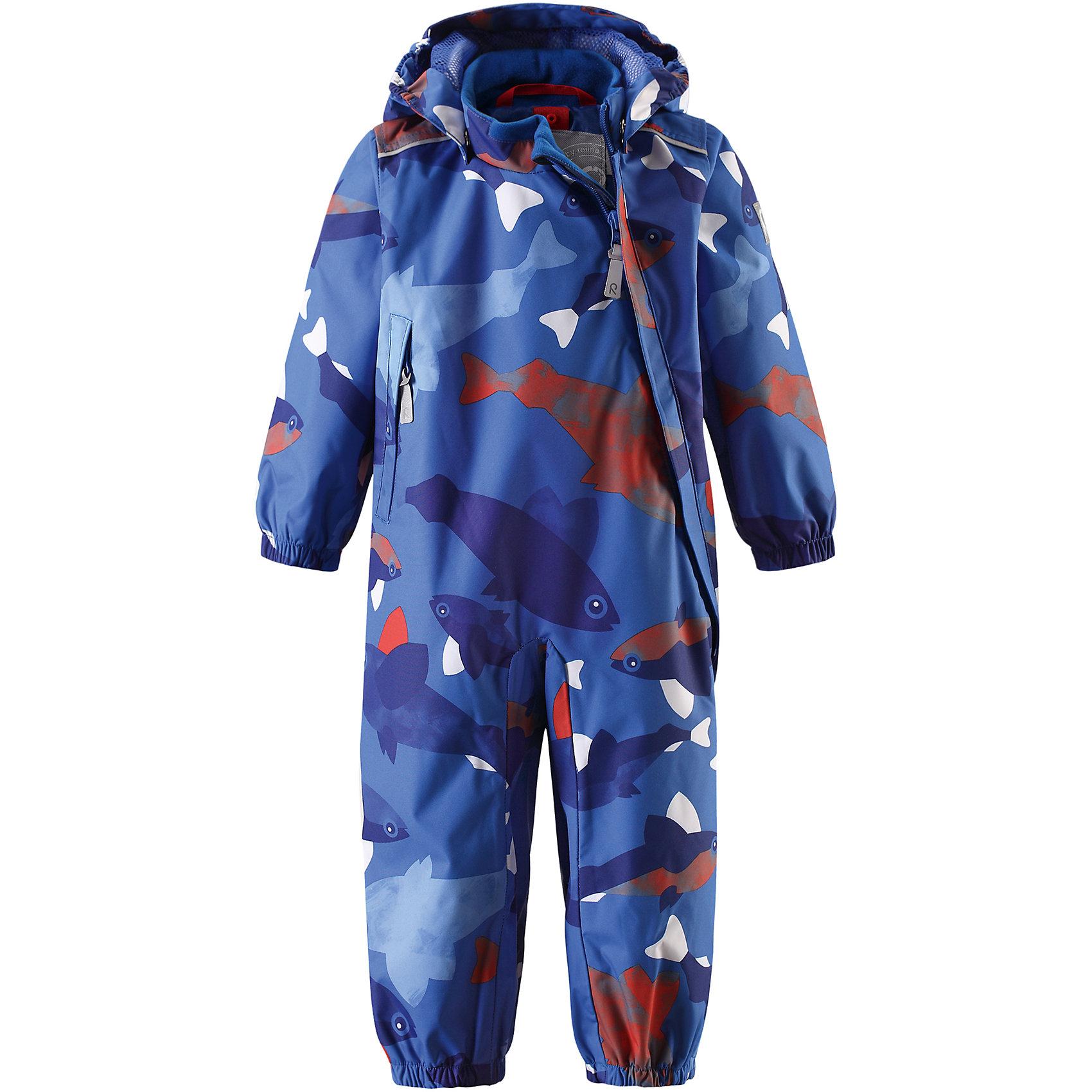Комбинезон Nautilus для мальчика Reimatec® ReimaВерхняя одежда<br>Характеристики товара:<br><br>• цвет: синий<br>• состав: 100% полиэстер, полиуретановое покрытие<br>• температурный режим: от +5° до +15°С<br>• водонепроницаемость: 15000 мм<br>• воздухопроницаемость: 5000 мм<br>• износостойкость: 35000 циклов (тест Мартиндейла)<br>• без утеплителя<br>• все швы проклеены, водонепроницаемы<br>• водо- и ветронепроницаемый, дышащий, грязеотталкивающий материал<br>• гладкая подкладка из полиэстера по всему изделию, mesh сетка на капюшоне<br>• безопасный съёмный капюшон<br>• эластичные манжеты<br>• прочные съёмные силиконовые штрипки<br>• длинная застежка на молнии облегчает надевание<br>• карман на молнии<br>• комфортная посадка<br>• страна производства: Китай<br>• страна бренда: Финляндия<br>• коллекция: весна-лето 2017<br><br>Верхняя одежда для детей может быть модной и комфортной одновременно! Демисезонный комбинезон поможет обеспечить ребенку комфорт и тепло. Он отлично смотрится с различной обувью. Изделие удобно сидит и модно выглядит. Материал - прочный, хорошо подходящий для межсезонья, водо- и ветронепроницаемый, «дышащий». Стильный дизайн разрабатывался специально для детей.<br><br>Одежда и обувь от финского бренда Reima пользуется популярностью во многих странах. Эти изделия стильные, качественные и удобные. Для производства продукции используются только безопасные, проверенные материалы и фурнитура. Порадуйте ребенка модными и красивыми вещами от Reima! <br><br>Комбинезон для мальчика Reimatec® от финского бренда Reima (Рейма) можно купить в нашем интернет-магазине.<br><br>Ширина мм: 356<br>Глубина мм: 10<br>Высота мм: 245<br>Вес г: 519<br>Цвет: синий<br>Возраст от месяцев: 6<br>Возраст до месяцев: 9<br>Пол: Мужской<br>Возраст: Детский<br>Размер: 74,80,92,98,86<br>SKU: 5265766