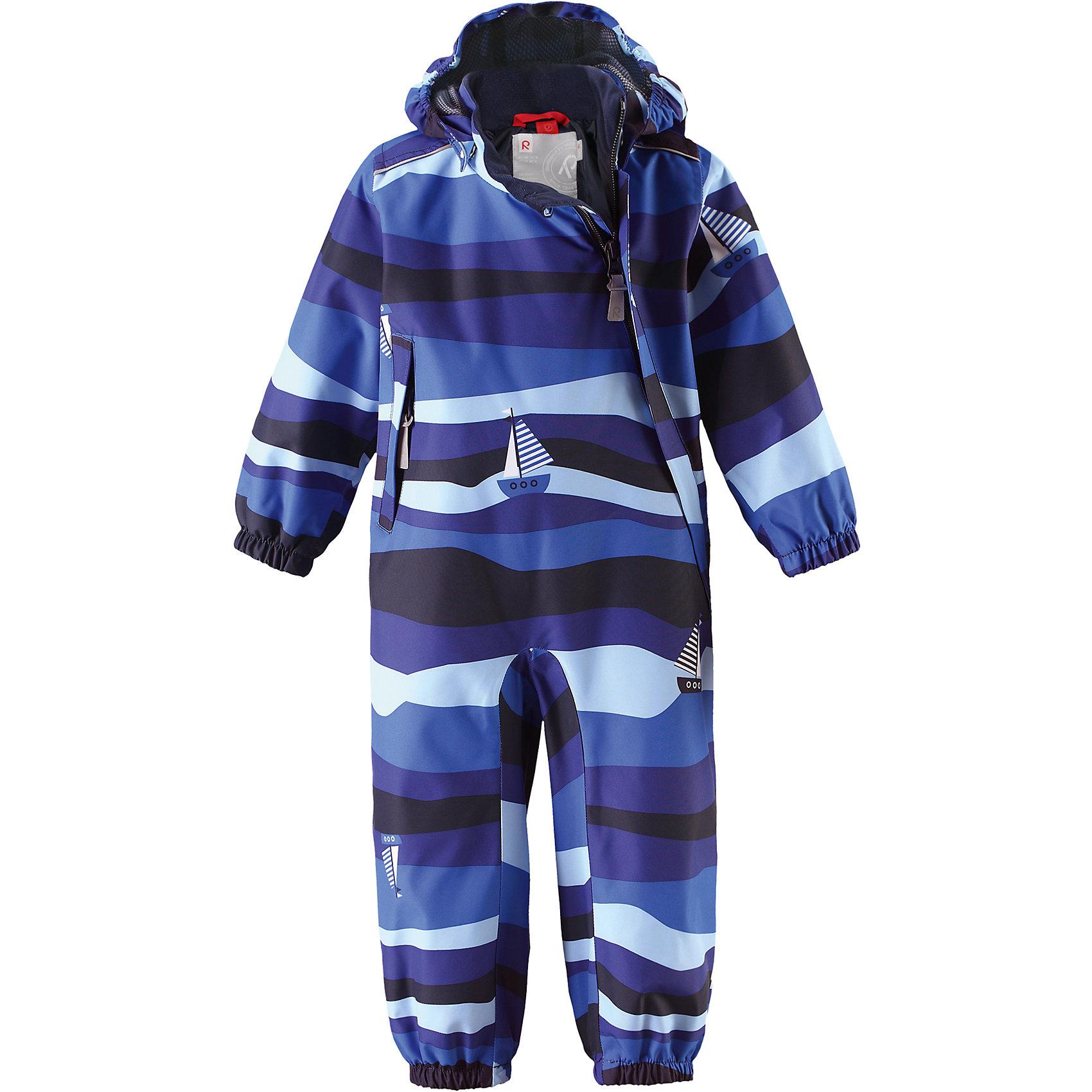 Комбинезон Nautilus для мальчика Reimatec® ReimaВерхняя одежда<br>Характеристики товара:<br><br>• цвет: синий<br>• состав: 100% полиэстер, полиуретановое покрытие<br>• температурный режим: от +5° до +15°С<br>• водонепроницаемость: 15000 мм<br>• воздухопроницаемость: 5000 мм<br>• износостойкость: 35000 циклов (тест Мартиндейла)<br>• без утеплителя<br>• все швы проклеены, водонепроницаемы<br>• водо- и ветронепроницаемый, дышащий, грязеотталкивающий материал<br>• гладкая подкладка из полиэстера по всему изделию, mesh сетка на капюшоне<br>• безопасный съёмный капюшон<br>• эластичные манжеты<br>• прочные съёмные силиконовые штрипки<br>• длинная застежка на молнии облегчает надевание<br>• карман на молнии<br>• комфортная посадка<br>• страна производства: Китай<br>• страна бренда: Финляндия<br>• коллекция: весна-лето 2017<br><br>Верхняя одежда для детей может быть модной и комфортной одновременно! Демисезонный комбинезон поможет обеспечить ребенку комфорт и тепло. Он отлично смотрится с различной обувью. Изделие удобно сидит и модно выглядит. Материал - прочный, хорошо подходящий для межсезонья, водо- и ветронепроницаемый, «дышащий». Стильный дизайн разрабатывался специально для детей.<br><br>Одежда и обувь от финского бренда Reima пользуется популярностью во многих странах. Эти изделия стильные, качественные и удобные. Для производства продукции используются только безопасные, проверенные материалы и фурнитура. Порадуйте ребенка модными и красивыми вещами от Reima! <br><br>Комбинезон для мальчика Reimatec® от финского бренда Reima (Рейма) можно купить в нашем интернет-магазине.<br><br>Ширина мм: 356<br>Глубина мм: 10<br>Высота мм: 245<br>Вес г: 519<br>Цвет: синий<br>Возраст от месяцев: 12<br>Возраст до месяцев: 15<br>Пол: Мужской<br>Возраст: Детский<br>Размер: 80,98,74,92,86<br>SKU: 5265778