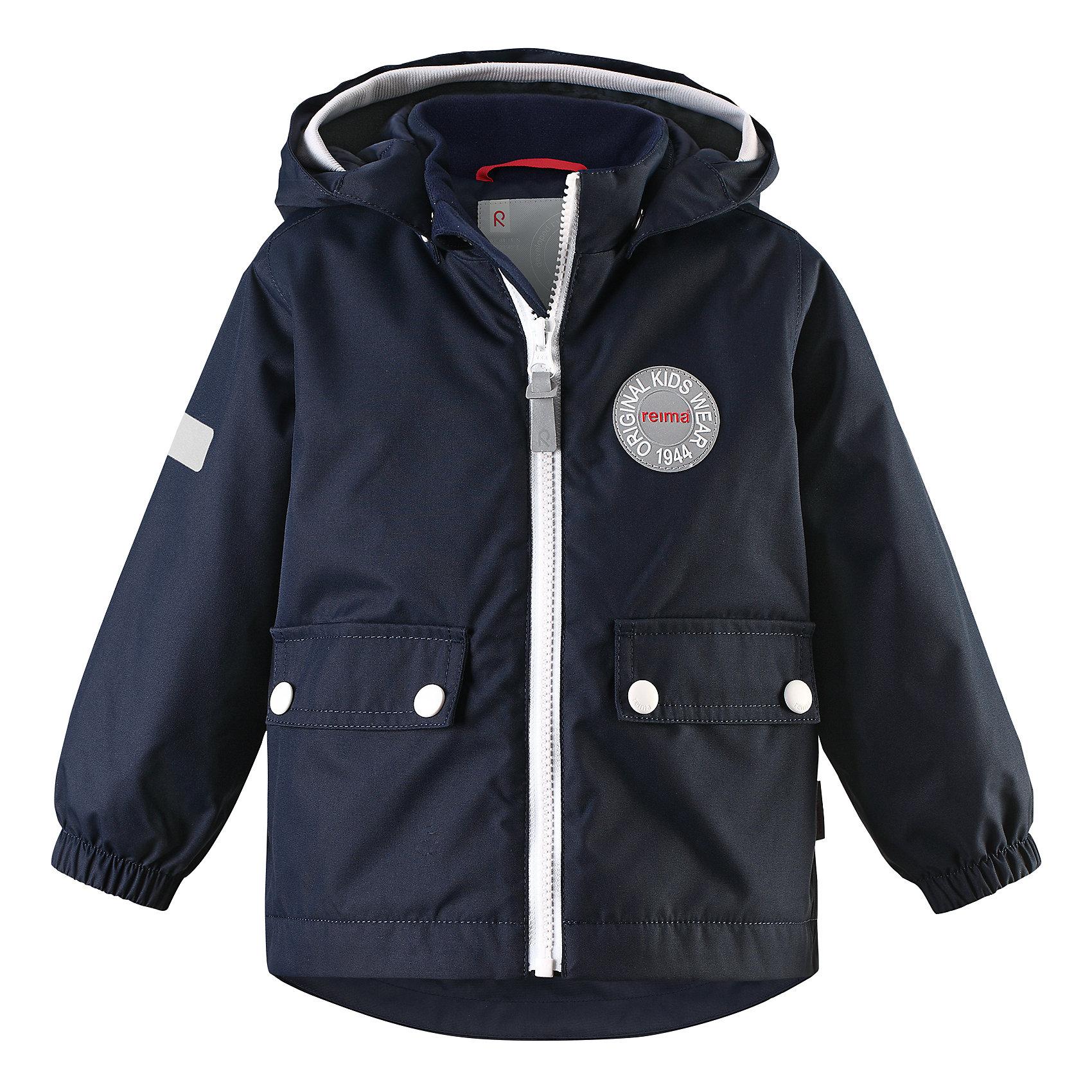 Куртка Quilt для мальчика Reimatec® ReimaВерхняя одежда<br>Характеристики товара:<br><br>• цвет: темно-синий<br>• состав: 100% полиэстер, полиуретановое покрытие<br>• температурный режим: от 0° до +10°С<br>• легкий утеплитель: 80 гр/м2<br>• водонепроницаемость: 8000 мм<br>• воздухопроницаемость: 5000 мм<br>• износостойкость: 30000 циклов (тес Мартиндейла)<br>• основные швы проклеены, водонепроницаемы<br>• водо- и ветронепроницаемый, дышащий, грязеотталкивающий материал<br>• безопасный съёмный капюшон<br>• мягкая резинка по краю капюшона<br>• эластичные манжеты<br>• два кармана с клапанами<br>• светоотражающие детали<br>• комфортная посадка<br>• страна производства: Китай<br>• страна бренда: Финляндия<br>• коллекция: весна-лето 2017<br><br>В межсезонье верхняя одежда для детей может быть модной и комфортной одновременно! Демисезонная куртка поможет обеспечить ребенку комфорт и тепло. Она отлично смотрится с различной одеждой и обувью. Изделие удобно сидит и модно выглядит. Материал - прочный, хорошо подходящий для межсезонья, водо- и ветронепроницаемый, «дышащий». Стильный дизайн разрабатывался специально для детей.<br><br>Одежда и обувь от финского бренда Reima пользуется популярностью во многих странах. Эти изделия стильные, качественные и удобные. Для производства продукции используются только безопасные, проверенные материалы и фурнитура. Порадуйте ребенка модными и красивыми вещами от Reima! <br><br>Куртку для девочки Reimatec® от финского бренда Reima (Рейма) можно купить в нашем интернет-магазине.<br><br>Ширина мм: 356<br>Глубина мм: 10<br>Высота мм: 245<br>Вес г: 519<br>Цвет: синий<br>Возраст от месяцев: 24<br>Возраст до месяцев: 36<br>Пол: Мужской<br>Возраст: Детский<br>Размер: 98,74,92,86,80<br>SKU: 5265802