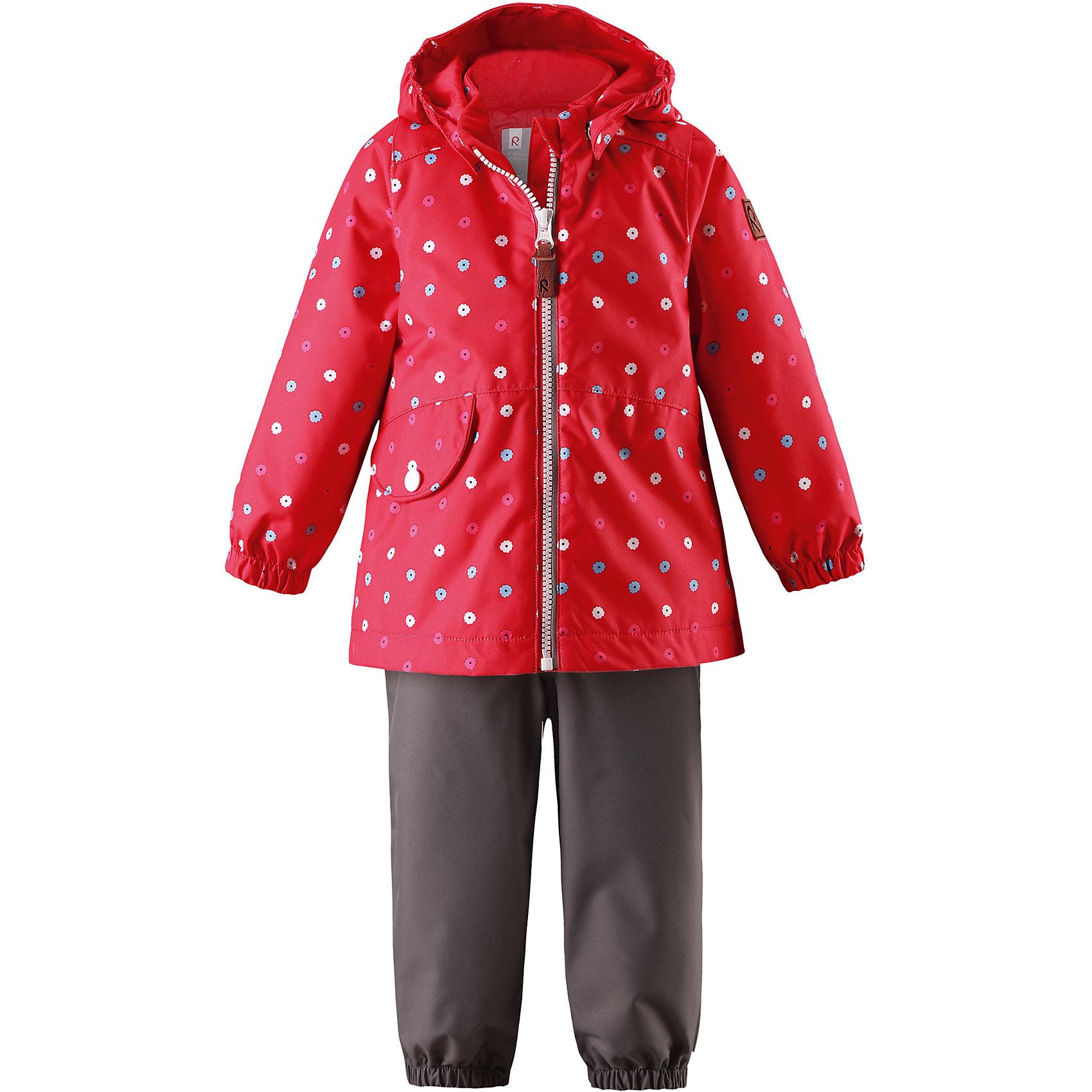 Комплект Hymy: куртка и брюки для девочки Reimatec® ReimaВерхняя одежда<br>Характеристики товара:<br><br>• цвет: красный/серый<br>• состав: 100% полиэстер, полиуретановое покрытие<br>• температурный режим: от 0° до +10°С<br>• легкий утеплитель: 80 гр/м2<br>• водонепроницаемость: 8000 мм<br>• воздухопроницаемость: 5000 мм<br>• износостойкость: 30000 циклов (тест Мартиндейла)<br>• основные швы проклеены, водонепроницаемы<br>• водо- и ветронепроницаемый, дышащий, грязеотталкивающий материал<br>• гладкая подкладка из полиэстера<br>• безопасный съёмный капюшон<br>• трапециевидный силуэт с удлинённой спинкой<br>• эластичные манжеты <br>• эластичная регулируемая талия<br>• карман с клапаном<br>• комфортная посадка<br>• съемные эластичные штрипки<br>• светоотражающие детали<br>• молния<br>• страна производства: Китай<br>• страна бренда: Финляндия<br>• коллекция: весна-лето 2017<br><br>Демисезонный комплект из куртки и штанов поможет обеспечить ребенку комфорт и тепло. Предметы отлично смотрятся с различной одеждой. Комплект удобно сидит и модно выглядит. Материал отлично подходит для дождливой погоды. Стильный дизайн разрабатывался специально для детей.<br><br>Обувь и одежда от финского бренда Reima пользуются популярностью во многих странах. Они стильные, качественные и удобные. Для производства продукции используются только безопасные, проверенные материалы и фурнитура.<br><br>Комплект: куртка и брюки для девочки Reimatec® от финского бренда Reima (Рейма) можно купить в нашем интернет-магазине.<br><br>Ширина мм: 356<br>Глубина мм: 10<br>Высота мм: 245<br>Вес г: 519<br>Цвет: красный<br>Возраст от месяцев: 6<br>Возраст до месяцев: 9<br>Пол: Женский<br>Возраст: Детский<br>Размер: 74,98,92,86,80<br>SKU: 5265820