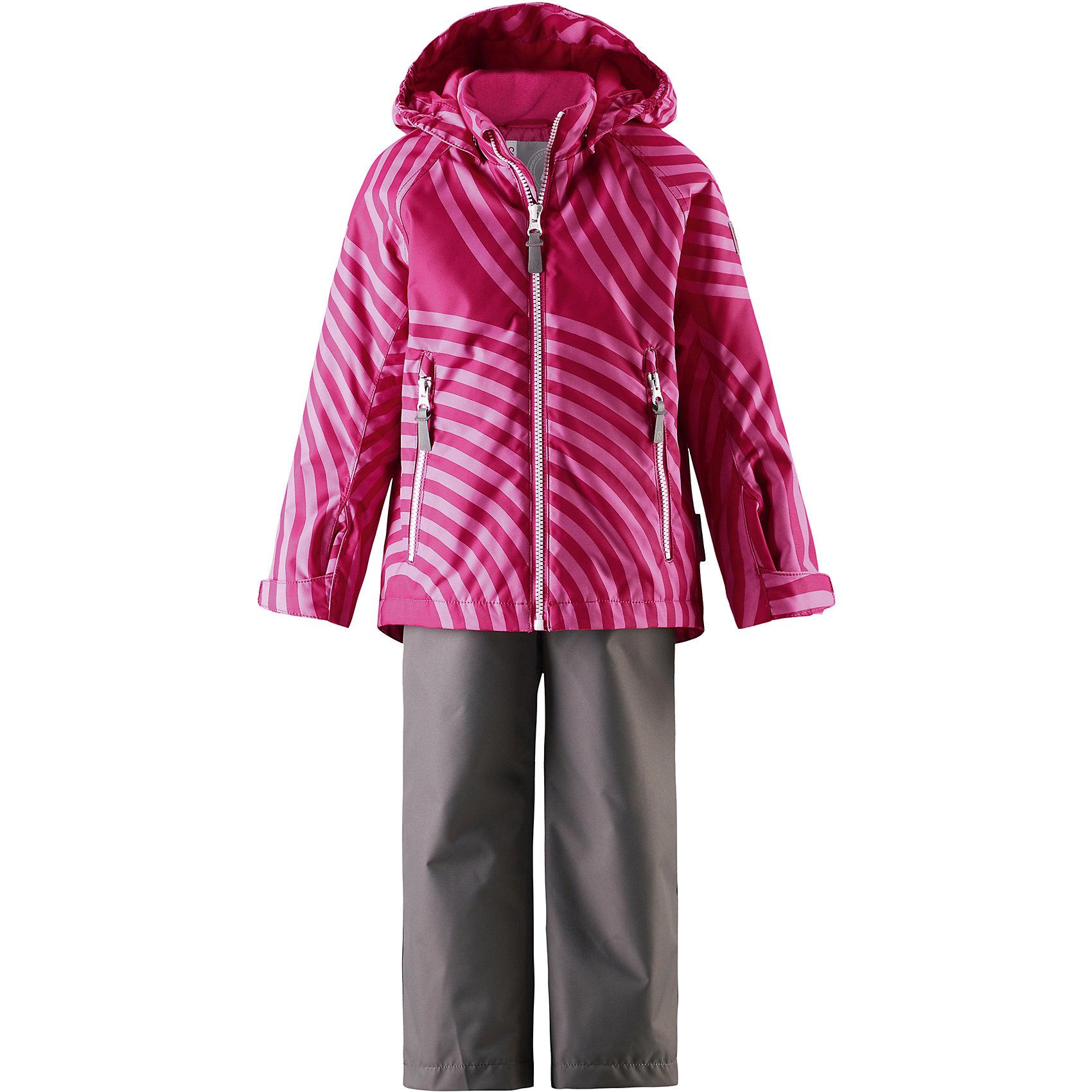 Комплект Seili: куртка и брюки для девочки Reimatec® ReimaОдежда<br>Характеристики товара:<br><br>• цвет: розовый/серый<br>• состав: 100% полиэстер, полиуретановое покрытие<br>• температурный режим: от 0° до +10°С<br>• легкий утеплитель: 80 гр/м2<br>• водонепроницаемость: 10000 мм<br>• воздухопроницаемость: куртка - 5000, брюки - 3000 мм<br>• износостойкость: куртка- 30000, брюки - 50000 циклов (тест Мартиндейла)<br>• основные швы проклеены, водонепроницаемы<br>• водо- и ветронепроницаемый, дышащий, грязеотталкивающий материал<br>• подкладка из мягкого полиэстера<br>• безопасный съёмный капюшон<br>• регулируемые манжеты на застёжке-липучке<br>• регулируемый подол<br>• регулируемые концы брючин<br>• комфортная посадка<br>• отстегивающиеся регулируемые подтяжки<br>• два кармана на молнии<br>• страна производства: Китай<br>• страна бренда: Финляндия<br>• коллекция: весна-лето 2017<br><br>Демисезонный комплект из куртки и штанов поможет обеспечить ребенку комфорт и тепло. Предметы отлично смотрятся с различной одеждой. Комплект удобно сидит и модно выглядит. Материал отлично подходит для дождливой погоды. Стильный дизайн разрабатывался специально для детей.<br><br>Обувь и одежда от финского бренда Reima пользуются популярностью во многих странах. Они стильные, качественные и удобные. Для производства продукции используются только безопасные, проверенные материалы и фурнитура.<br><br>Комплект: куртка и брюки для девочки Reimatec® от финского бренда Reima (Рейма) можно купить в нашем интернет-магазине.<br><br>Ширина мм: 356<br>Глубина мм: 10<br>Высота мм: 245<br>Вес г: 519<br>Цвет: розовый<br>Возраст от месяцев: 72<br>Возраст до месяцев: 84<br>Пол: Женский<br>Возраст: Детский<br>Размер: 122,116,110,104,98,92,128,140,134<br>SKU: 5266050