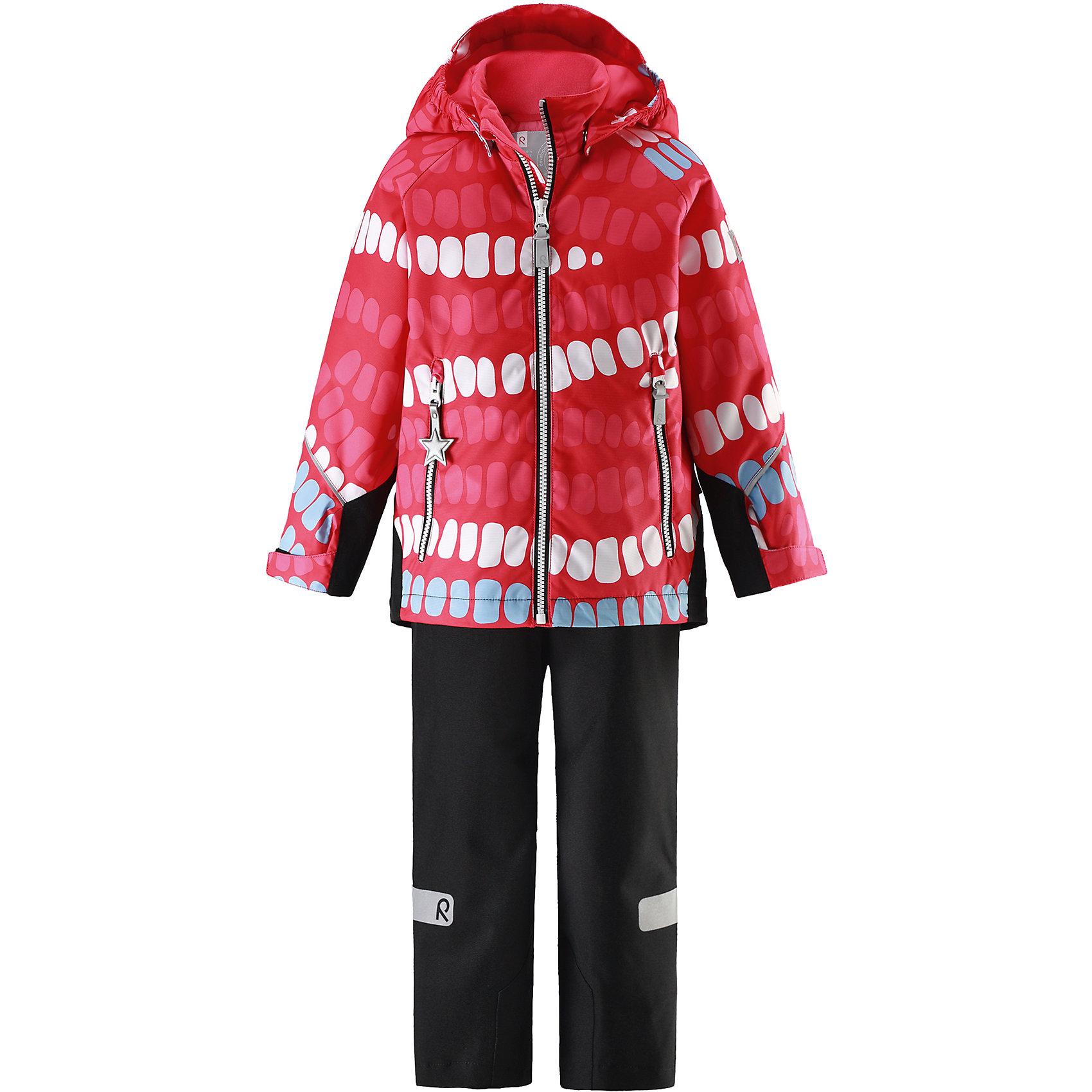 Комплект Kiddo Segel: куртка и брюки для девочки Reimatec® ReimaОдежда<br>Характеристики товара:<br><br>• цвет: красный/черный<br>• состав: 100% полиэстер, полиуретановое покрытие<br>• температурный режим: от 0° до +10°С<br>• легкий утеплитель: 80 гр/м2<br>• водонепроницаемость: куртка - 8000, брюки - 10000<br>• воздухопроницаемость: куртка - 5000, брюки - 3000 мм<br>• износостойкость: куртка - 30000, брюки - 50000 циклов (тест Мартиндейла)<br>• основные швы проклеены, водонепроницаемы<br>• водо- и ветронепроницаемый, дышащий, грязеотталкивающий материал<br>• подкладка из мягкого полиэстера<br>• прочные усиления на рукавах и спинке<br>• безопасный съёмный капюшон<br>• регулируемые манжеты на застёжке-липучке <br>• регулируемый подол<br>• регулируемые концы брючин со снегозащитой<br>• комфортная посадка<br>• два кармана на молнии<br>• светоотражающие детали<br>• страна производства: Китай<br>• страна бренда: Финляндия<br>• коллекция: весна-лето 2017<br><br>Демисезонный комплект из куртки и штанов поможет обеспечить ребенку комфорт и тепло. Предметы отлично смотрятся с различной одеждой. Комплект удобно сидит и модно выглядит. Материал отлично подходит для дождливой погоды. Стильный дизайн разрабатывался специально для детей.<br><br>Обувь и одежда от финского бренда Reima пользуются популярностью во многих странах. Они стильные, качественные и удобные. Для производства продукции используются только безопасные, проверенные материалы и фурнитура.<br><br>Комплект: куртка и брюки для девочки Reimatec® от финского бренда Reima (Рейма) можно купить в нашем интернет-магазине.<br><br>Ширина мм: 356<br>Глубина мм: 10<br>Высота мм: 245<br>Вес г: 519<br>Цвет: красный<br>Возраст от месяцев: 96<br>Возраст до месяцев: 108<br>Пол: Женский<br>Возраст: Детский<br>Размер: 134,122,116,128,110,104,98,92,140<br>SKU: 5266070