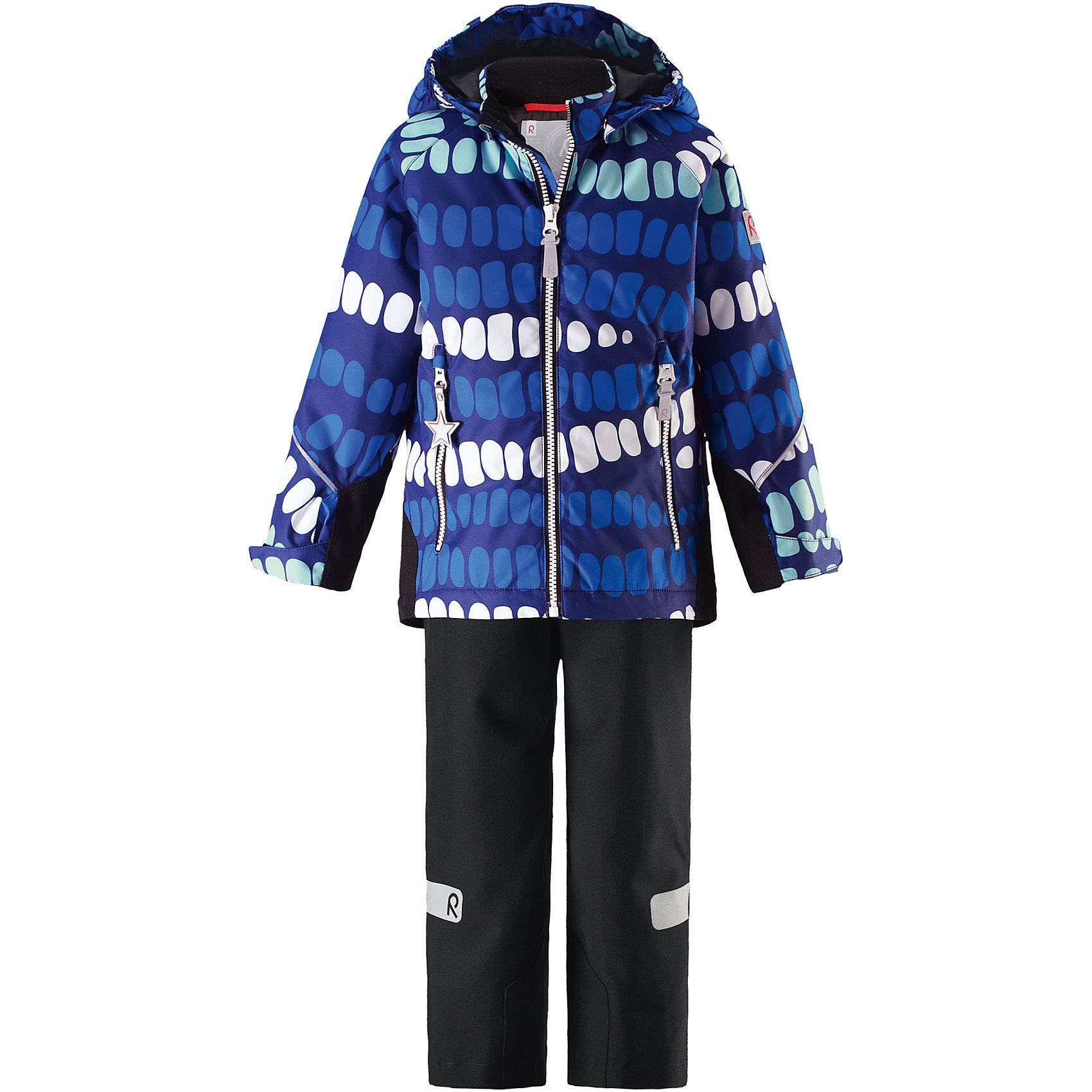 Комплект Kiddo Segel: куртка и брюки для мальчика Reimatec® ReimaОдежда<br>Характеристики товара:<br><br>• цвет: синий/черный<br>• состав: 100% полиэстер, полиуретановое покрытие<br>• температурный режим: от 0° до +10°С<br>• легкий утеплитель: 80 гр/м2<br>• водонепроницаемость: куртка - 8000, брюки - 10000<br>• воздухопроницаемость: куртка - 5000, брюки - 3000 мм<br>• износостойкость: куртка - 30000, брюки - 50000 циклов (тест Мартиндейла)<br>• основные швы проклеены, водонепроницаемы<br>• водо- и ветронепроницаемый, дышащий, грязеотталкивающий материал<br>• подкладка из мягкого полиэстера<br>• прочные усиления на рукавах и спинке<br>• безопасный съёмный капюшон<br>• регулируемые манжеты на застёжке-липучке <br>• регулируемый подол<br>• регулируемые концы брючин со снегозащитой<br>• комфортная посадка<br>• два кармана на молнии<br>• светоотражающие детали<br>• страна производства: Китай<br>• страна бренда: Финляндия<br>• коллекция: весна-лето 2017<br><br>Демисезонный комплект из куртки и штанов поможет обеспечить ребенку комфорт и тепло. Предметы отлично смотрятся с различной одеждой. Комплект удобно сидит и модно выглядит. Материал отлично подходит для дождливой погоды. Стильный дизайн разрабатывался специально для детей.<br><br>Обувь и одежда от финского бренда Reima пользуются популярностью во многих странах. Они стильные, качественные и удобные. Для производства продукции используются только безопасные, проверенные материалы и фурнитура.<br><br>Комплект: куртка и брюки для девочки Reimatec® от финского бренда Reima (Рейма) можно купить в нашем интернет-магазине.<br><br>Ширина мм: 356<br>Глубина мм: 10<br>Высота мм: 245<br>Вес г: 519<br>Цвет: синий<br>Возраст от месяцев: 96<br>Возраст до месяцев: 108<br>Пол: Мужской<br>Возраст: Детский<br>Размер: 134,110,104,98,92,140,128,122,116<br>SKU: 5266080