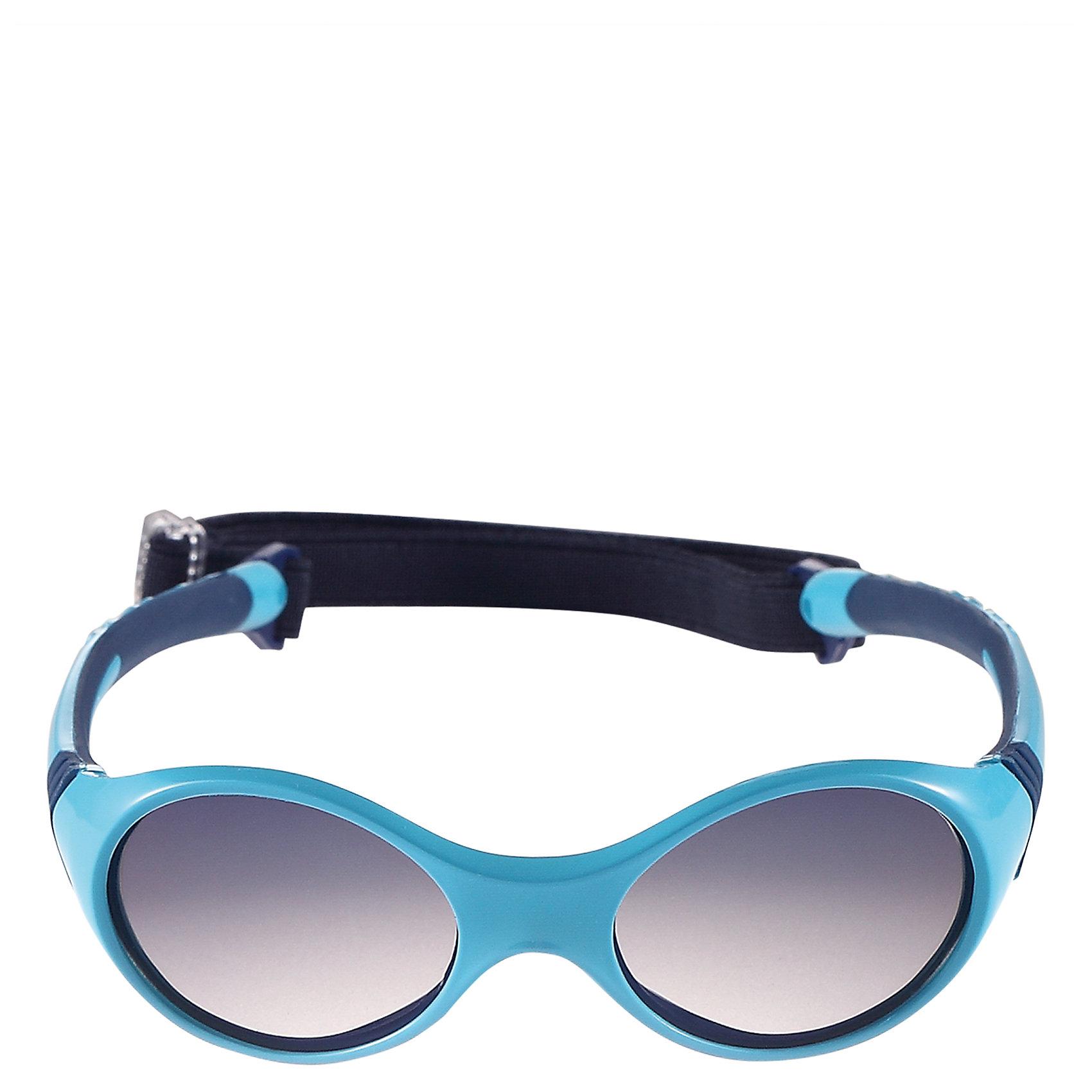 Солнцезащитные очки Ankka ReimaХарактеристики товара:<br><br>• цвет: голубой<br>• состав: оправа - TPEE/TPR/TR90/Резина, линзы - PC<br>• возраст: 0+<br>• 3 степень УФА + УФВ защиты<br>• съёмная эластичная резинка<br>• поляризованные зеркальные линзы<br>• обработка противотуманным покрытием<br>• мягкая и эластичная оправа <br>• защитный чехол в комплекте<br>• регулируемый размер<br>• европейский сертификат соответствия<br>• защита от ультрафиолетовых лучей спектра A и спектра B класса 5<br>• страна производства: Китай<br>• страна бренда: Финляндия<br>• коллекция: весна-лето 2017<br><br>Специальные очки помогут уберечь глаза детей от повреждения прямыми солнечными лучами. Эта модель разрабатывалась для малышей - у неё мягкая оправа с очень комфортной посадкой, зеркальные линзы со специальной обработкой, есть защитный чехол. Очки не только хорошо проработаны, они стильно смотрятся!<br><br>Обувь и одежда от финского бренда Reima пользуются популярностью во многих странах. Они стильные, качественные и удобные. Для производства продукции используются только безопасные, проверенные материалы и фурнитура.<br><br>Солнцезащитные очки для девочки от финского бренда Reima (Рейма) можно купить в нашем интернет-магазине.<br><br>Ширина мм: 170<br>Глубина мм: 157<br>Высота мм: 67<br>Вес г: 117<br>Цвет: синий<br>Возраст от месяцев: 48<br>Возраст до месяцев: 72<br>Пол: Мужской<br>Возраст: Детский<br>Размер: one size<br>SKU: 5266116